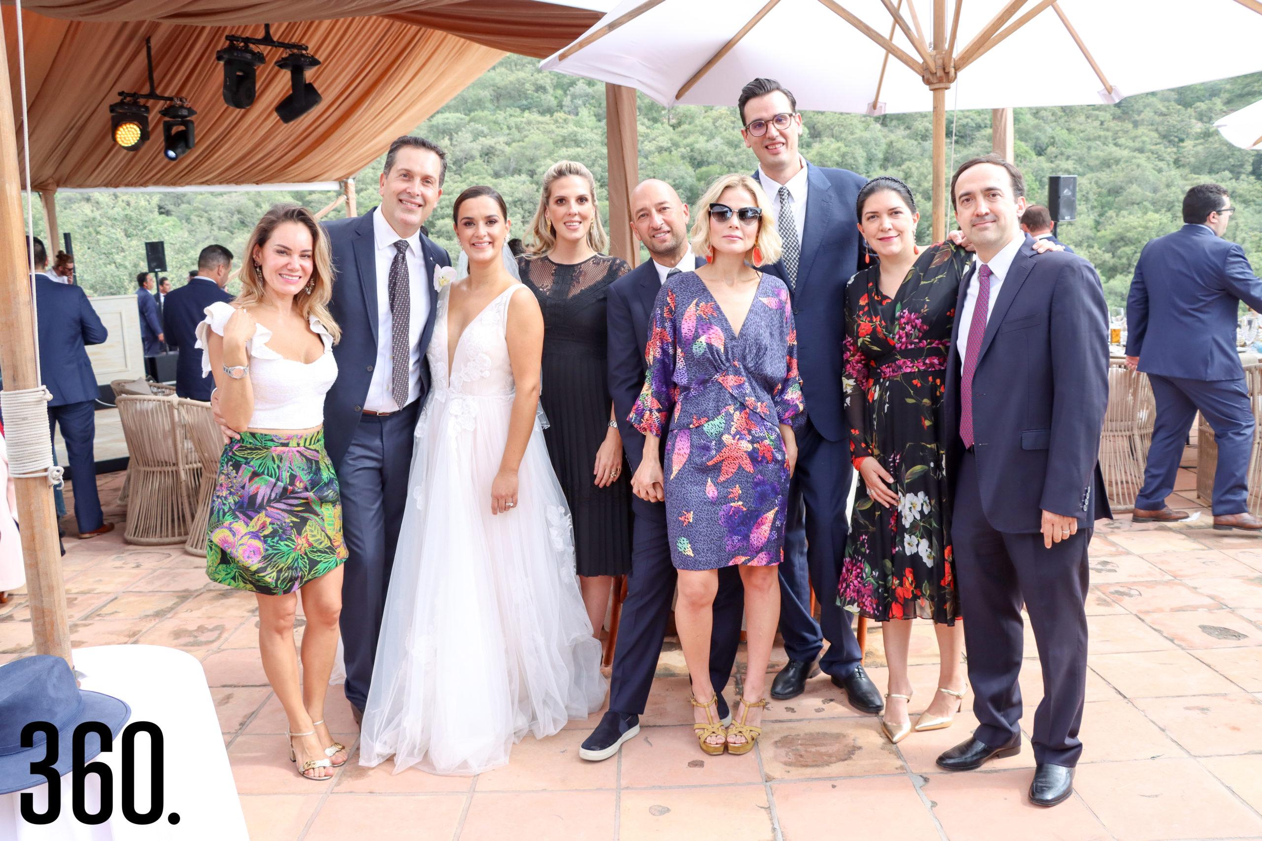 Lupita Vizcarra, los novios, Anne Sañudo, Fernando Marroquin, Mariana Estrada, Juan Carlos Torres, Isa Natalia Castilla y Hernán Salinas.