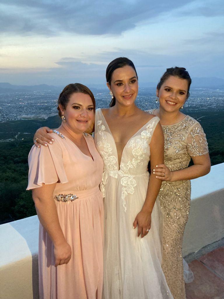 Lorena, Ana Lucía y Adriana Paz.