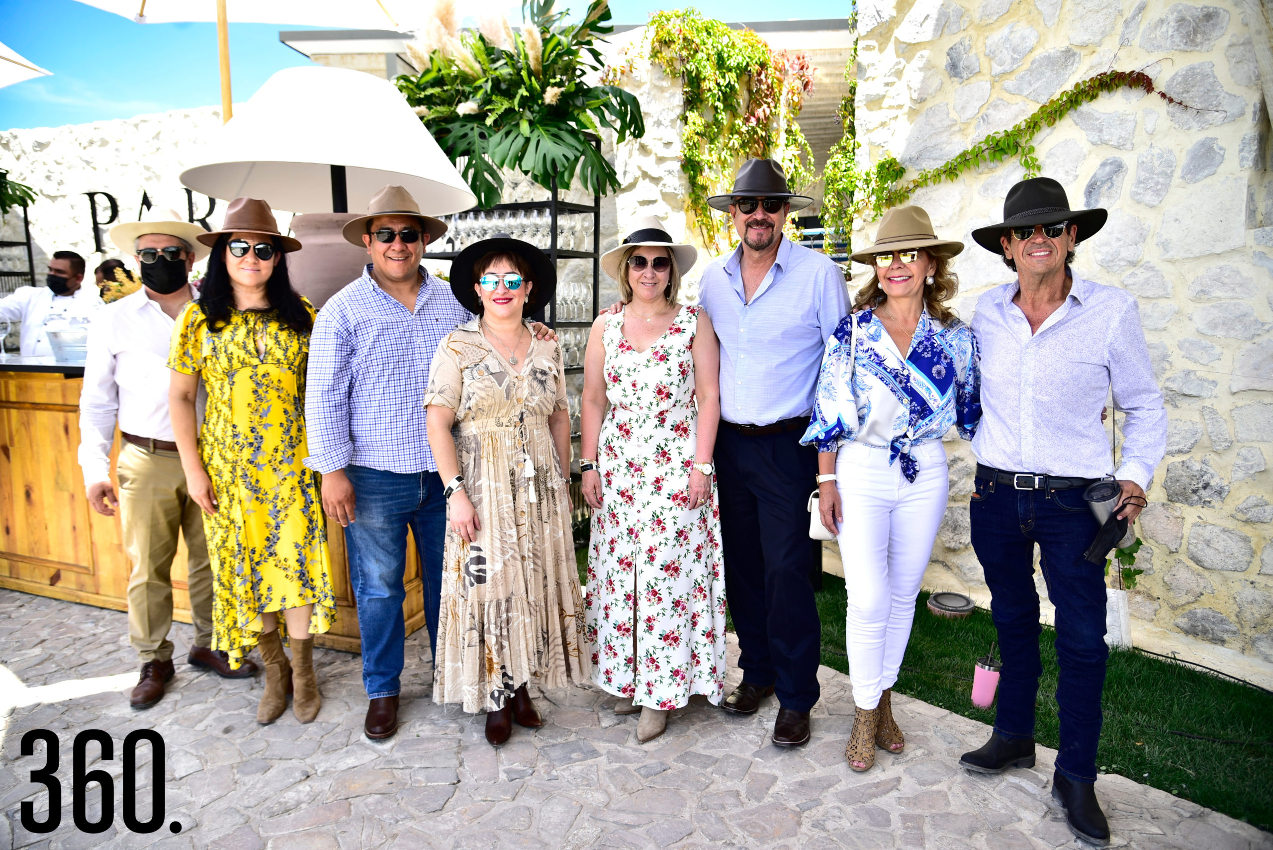 Luis Pérez, Patricia Cabello, Víctor Ruiz, Maricarmen Barrientos, Magaly de Pérez, Julio Pérez, Cecilia González y Miguel Del Hoyo.