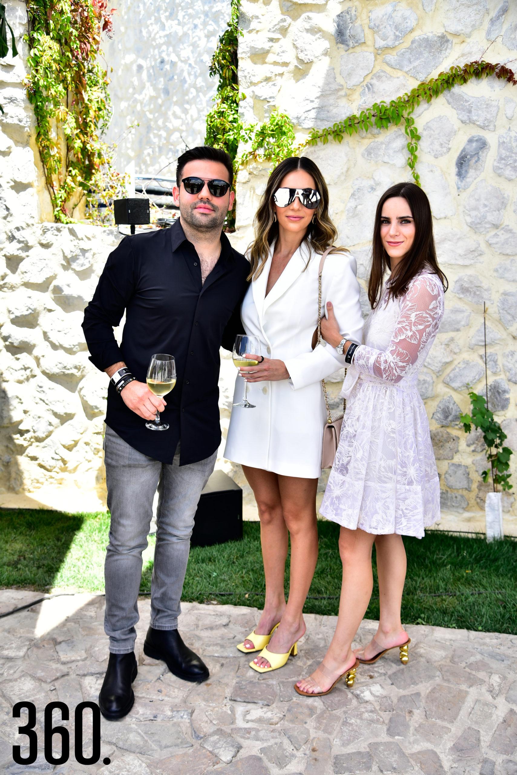 Rogelio, Pamela Villarreal y Mariana Villarreal.