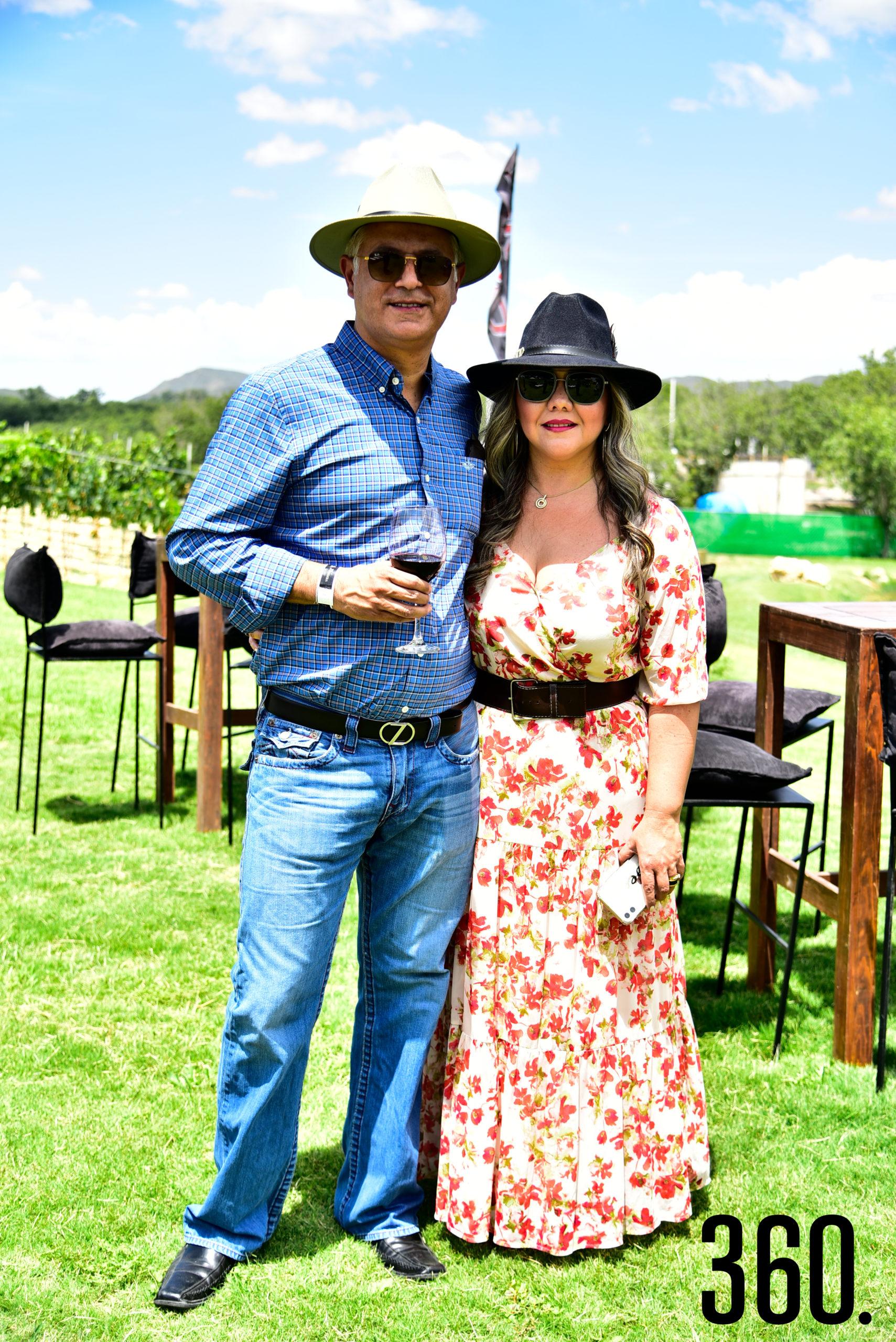 Carlos Saldaña y Rebeca Garay.