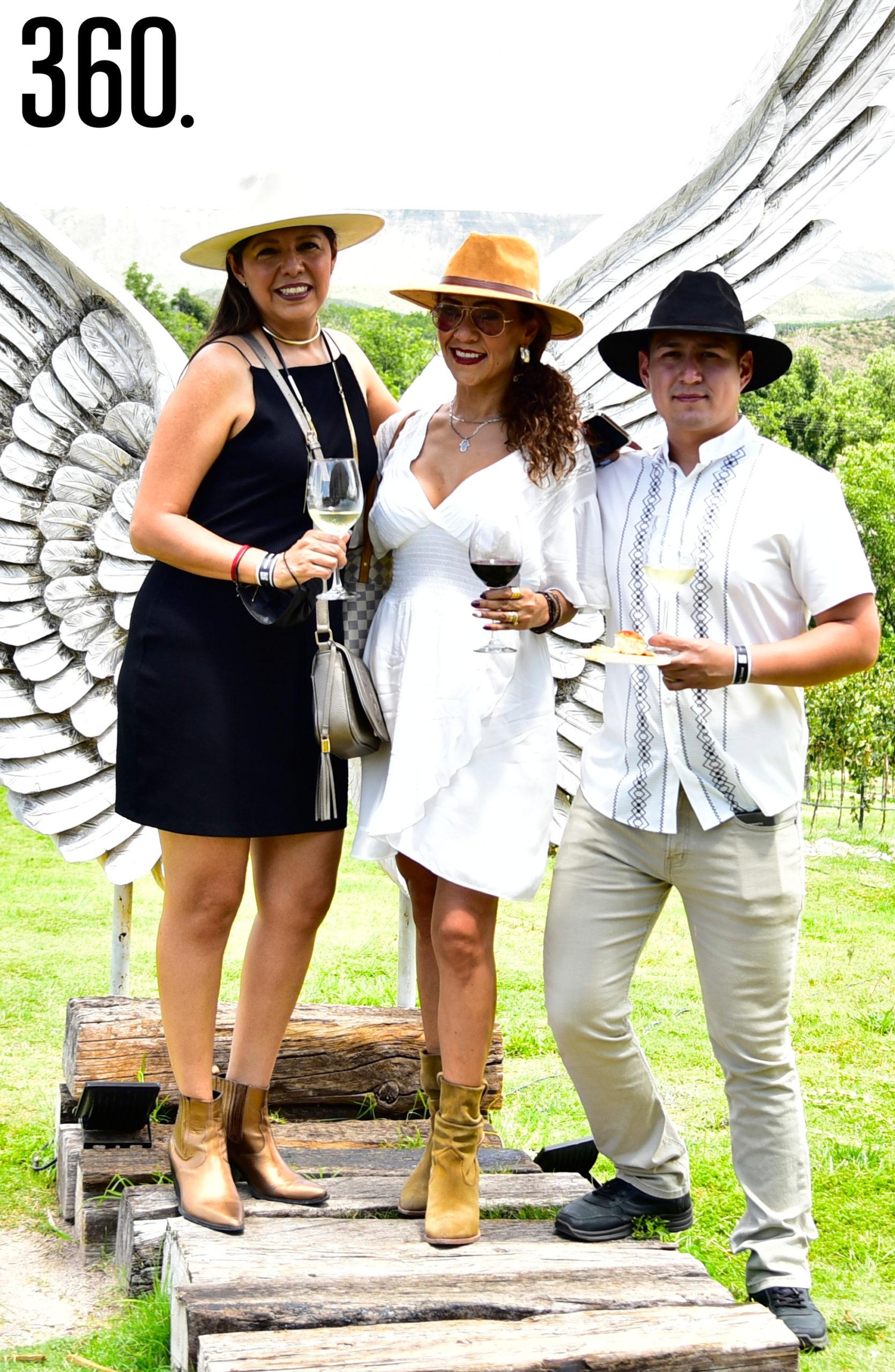 Claudia Gutiérrez, Grisel Ramírez y Diego Duarte.