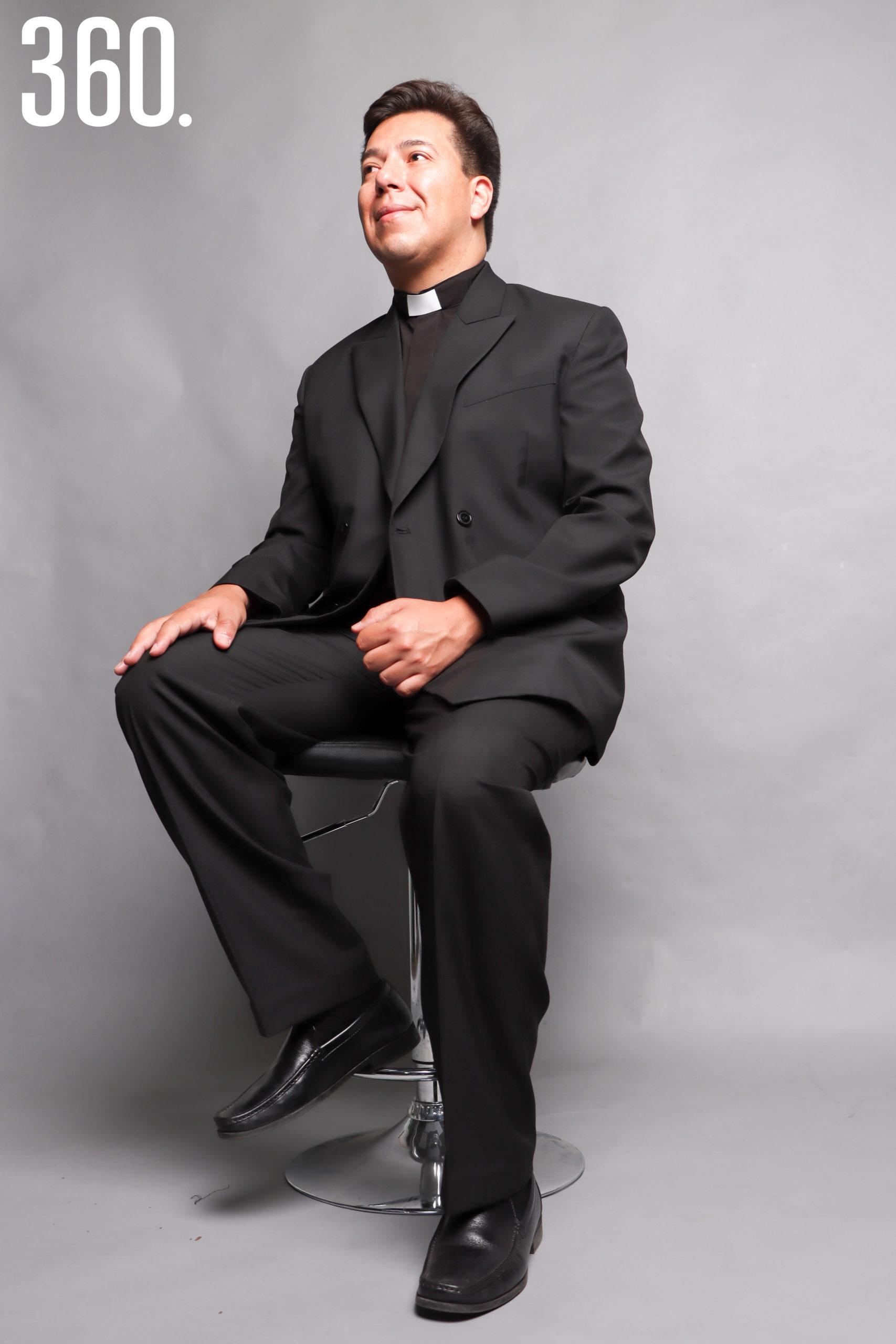 Es Director de la Agencia de Noticias ZENIT, una de las más antiguas y con mayor historia en el ámbito católico.