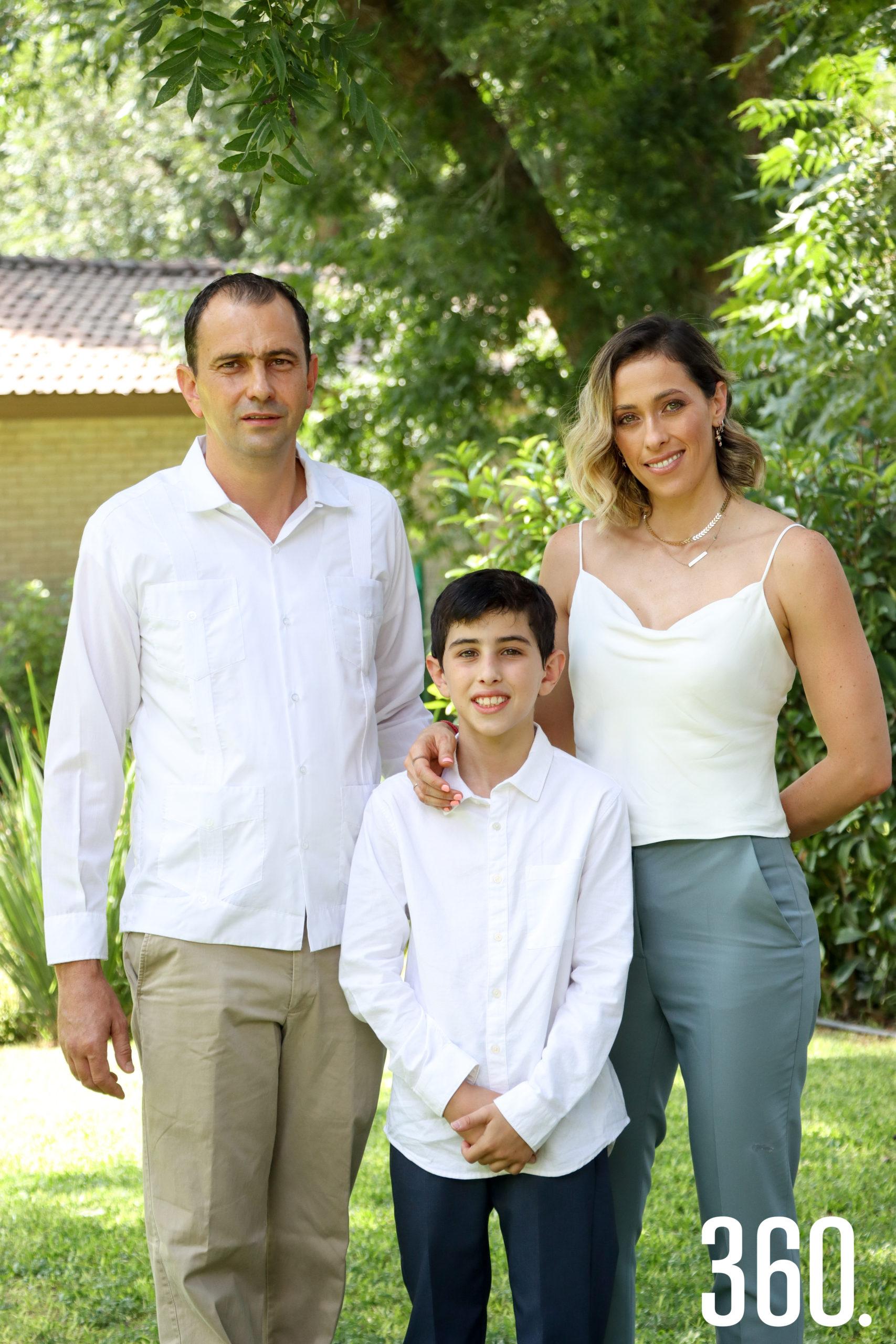 Pablo con sus padres, José Armando Recio y Elisa María Bayardo.