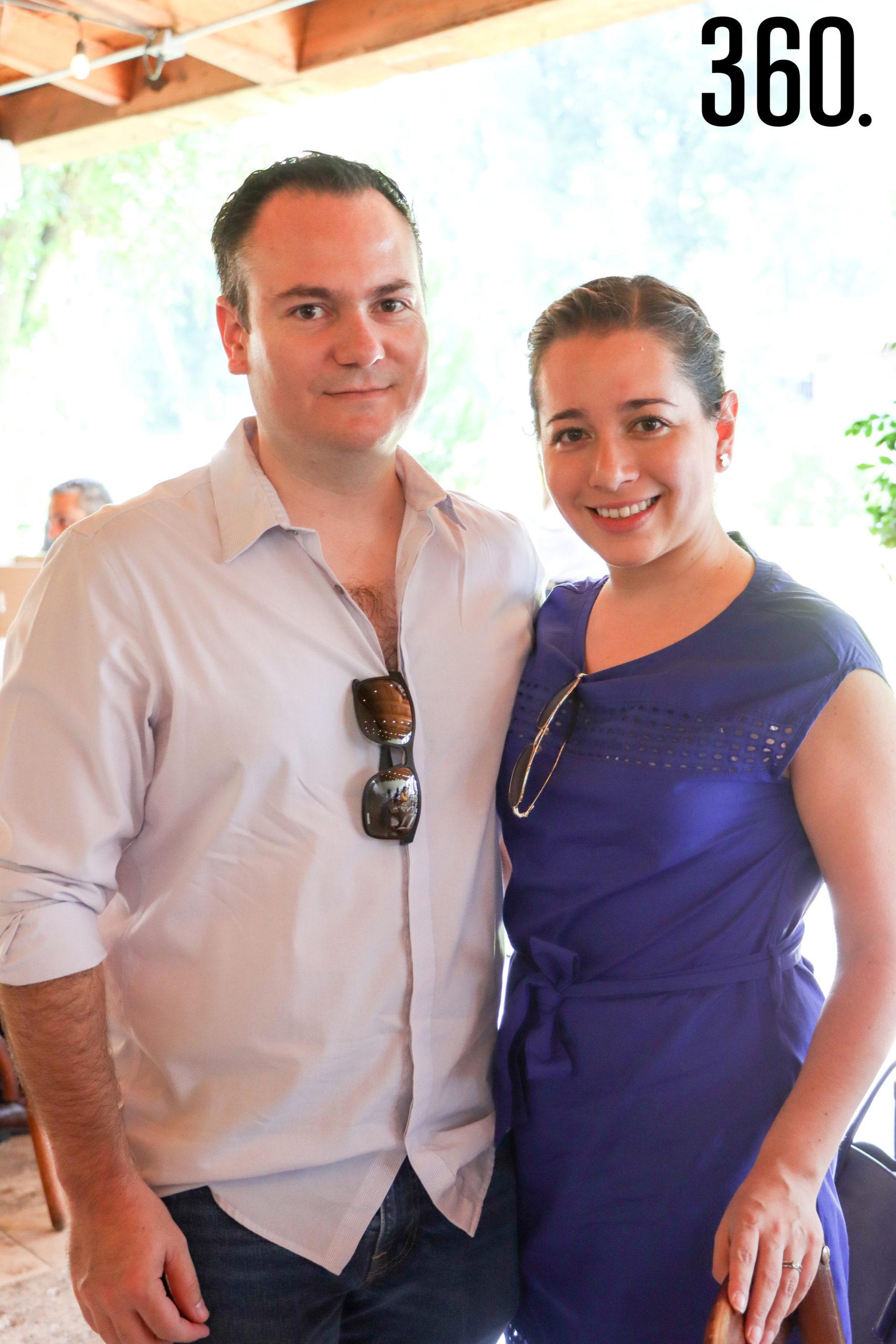 Adolfo Gómez y Alina Santillán.