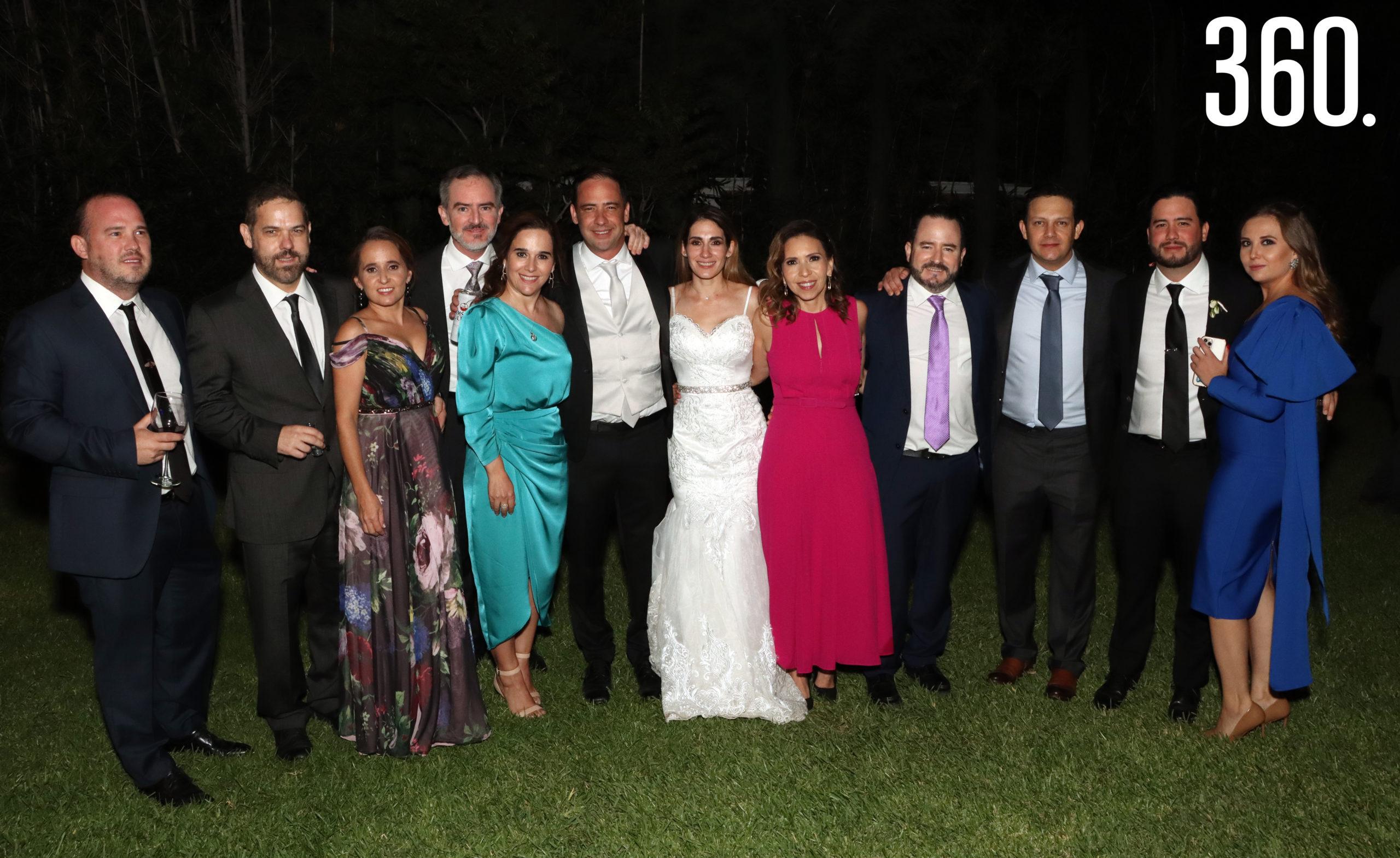 Jorge y María Alejandra acompañados por sus hermanos y primos de la familia Arizpe.