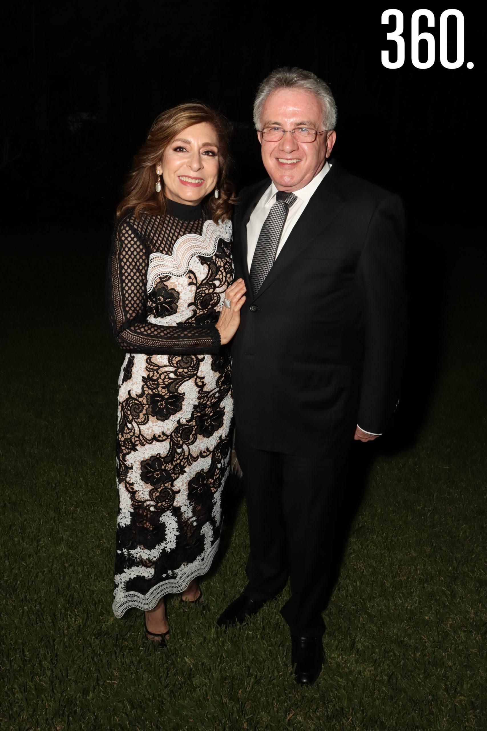 María Elena Saldívar y Carlos Arizpe.