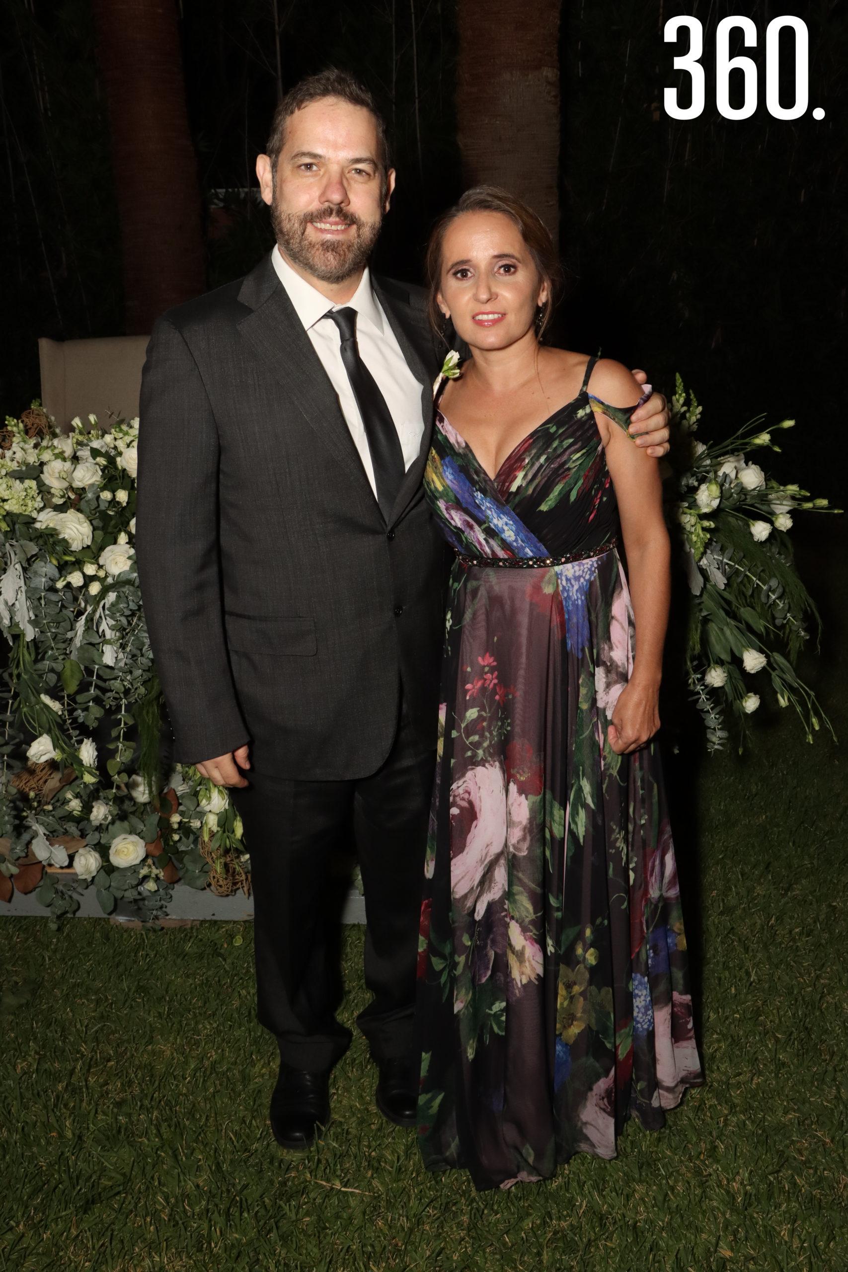 Pepe Arizpe y Naira López.