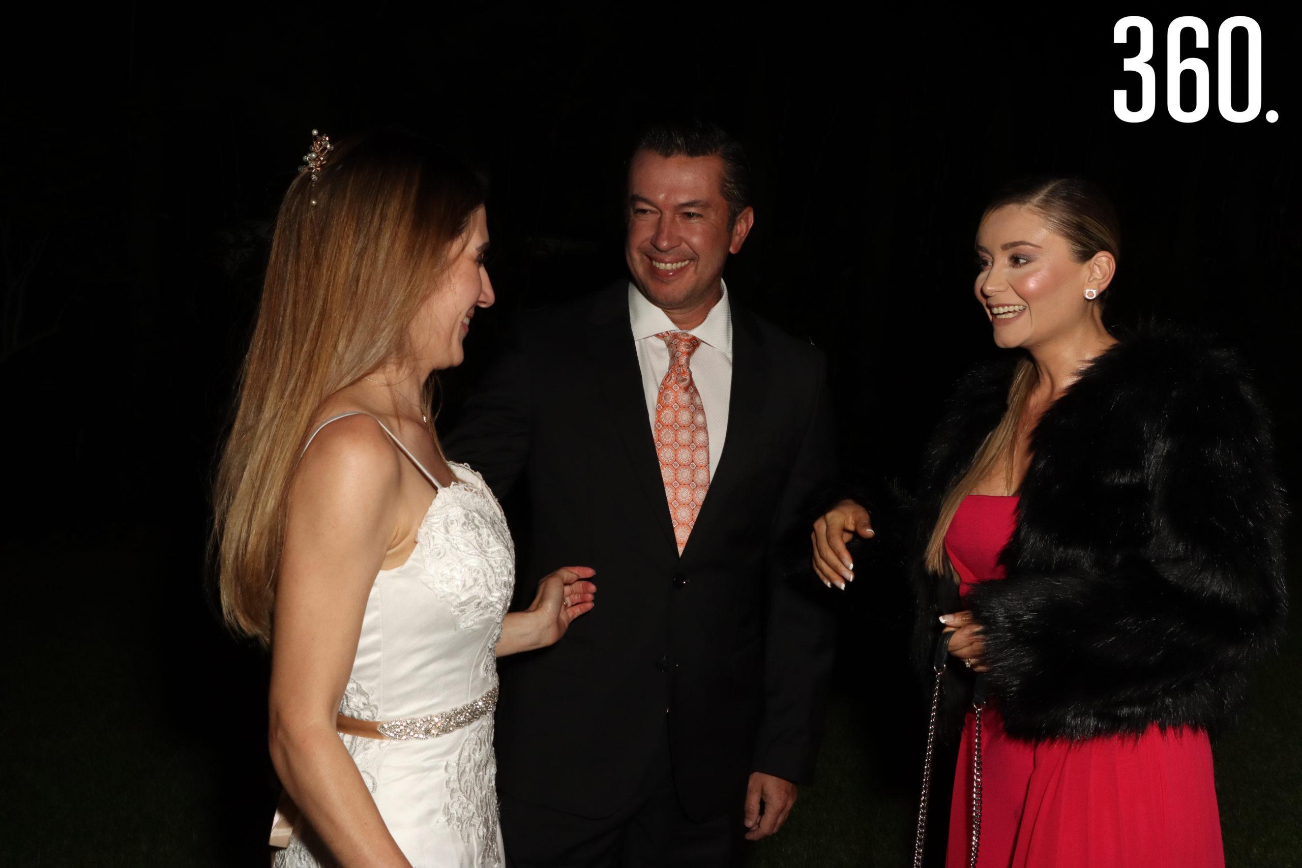María Alejandra de Anda recibió las felicitaciones de Luis Fernando Valdés y Brenda Cortés