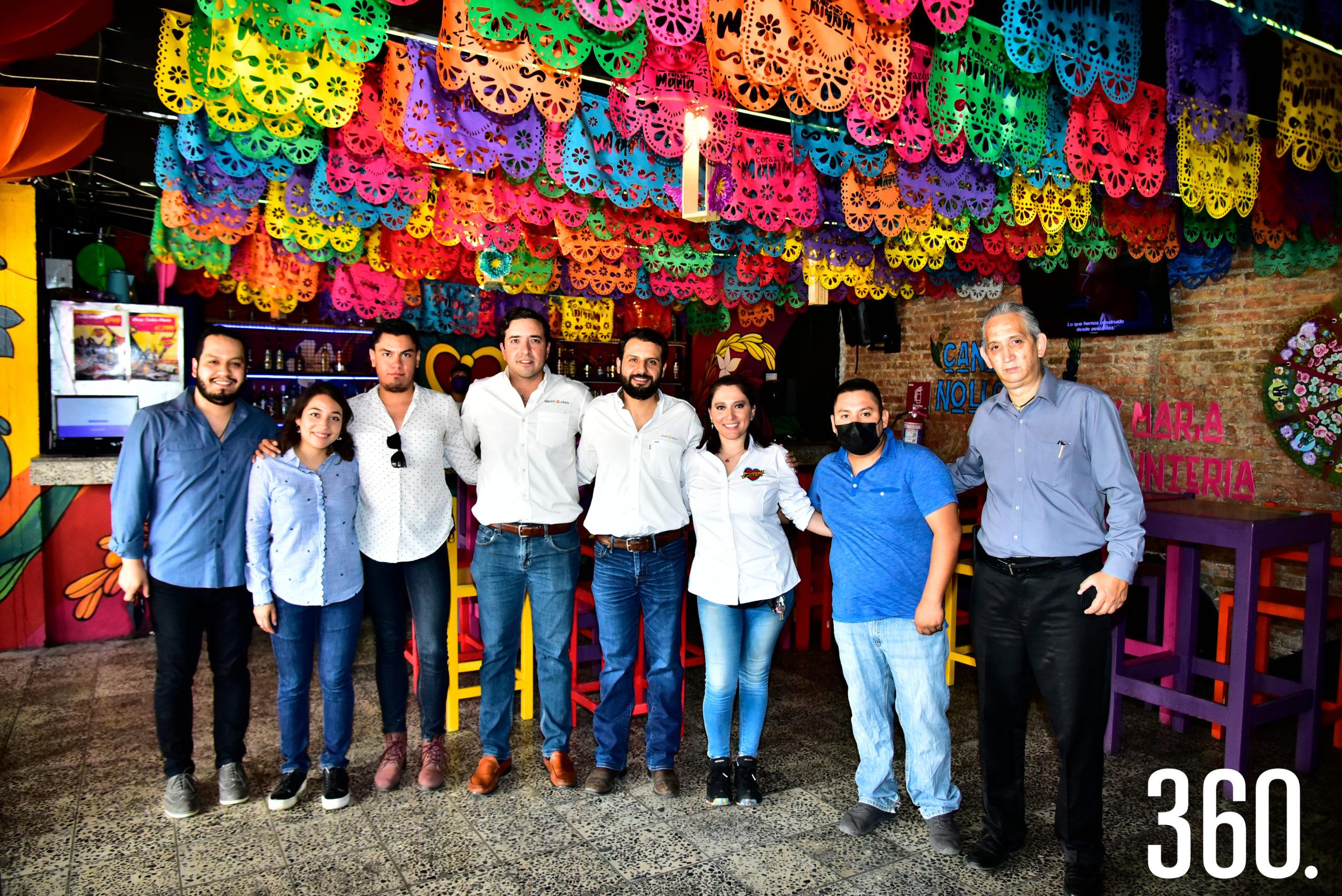 Asistentes al evento de inauguración de la nueva sucursal de Corazón de María.