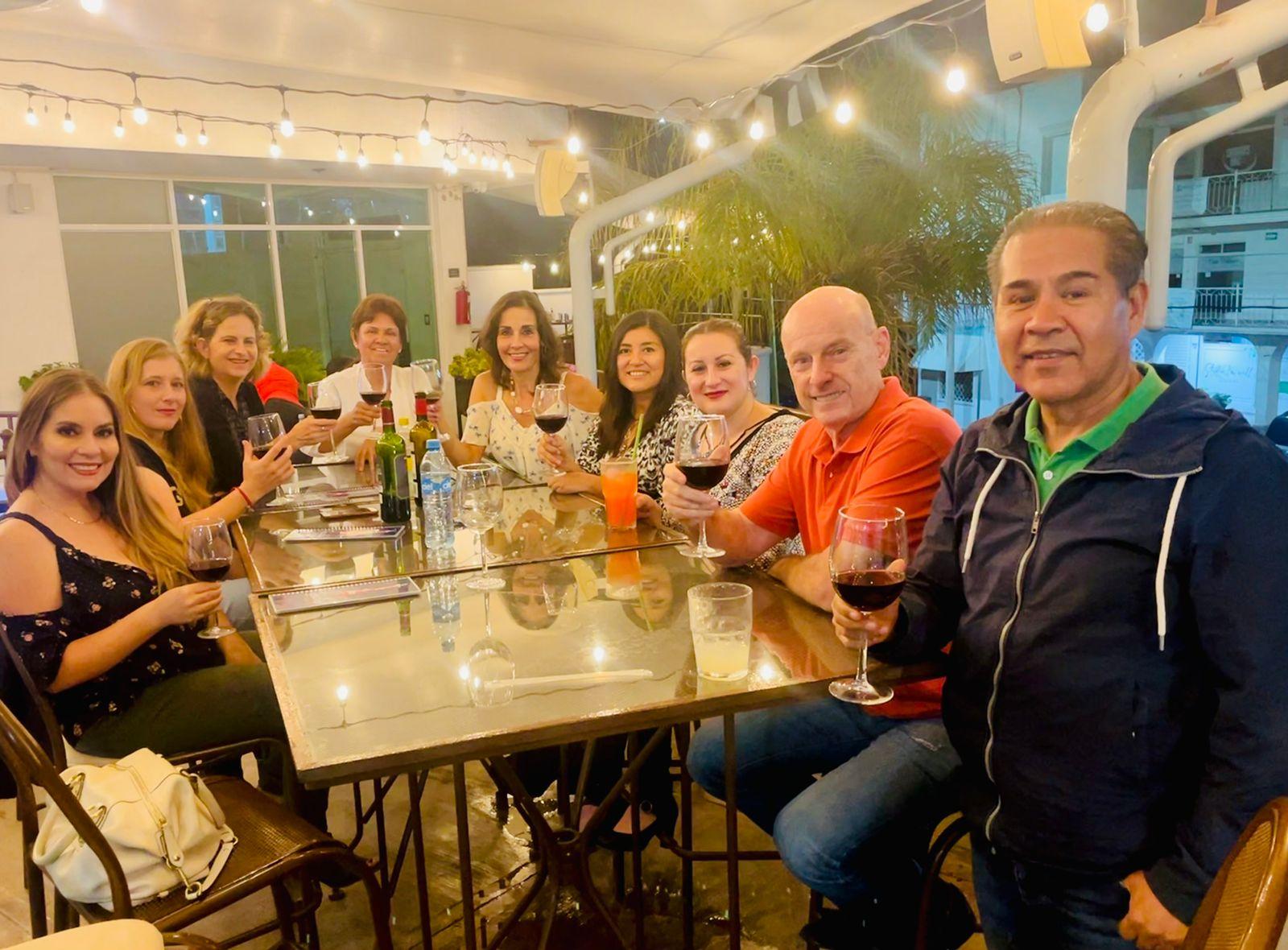 Con amigos en el Trocadero Crepas.