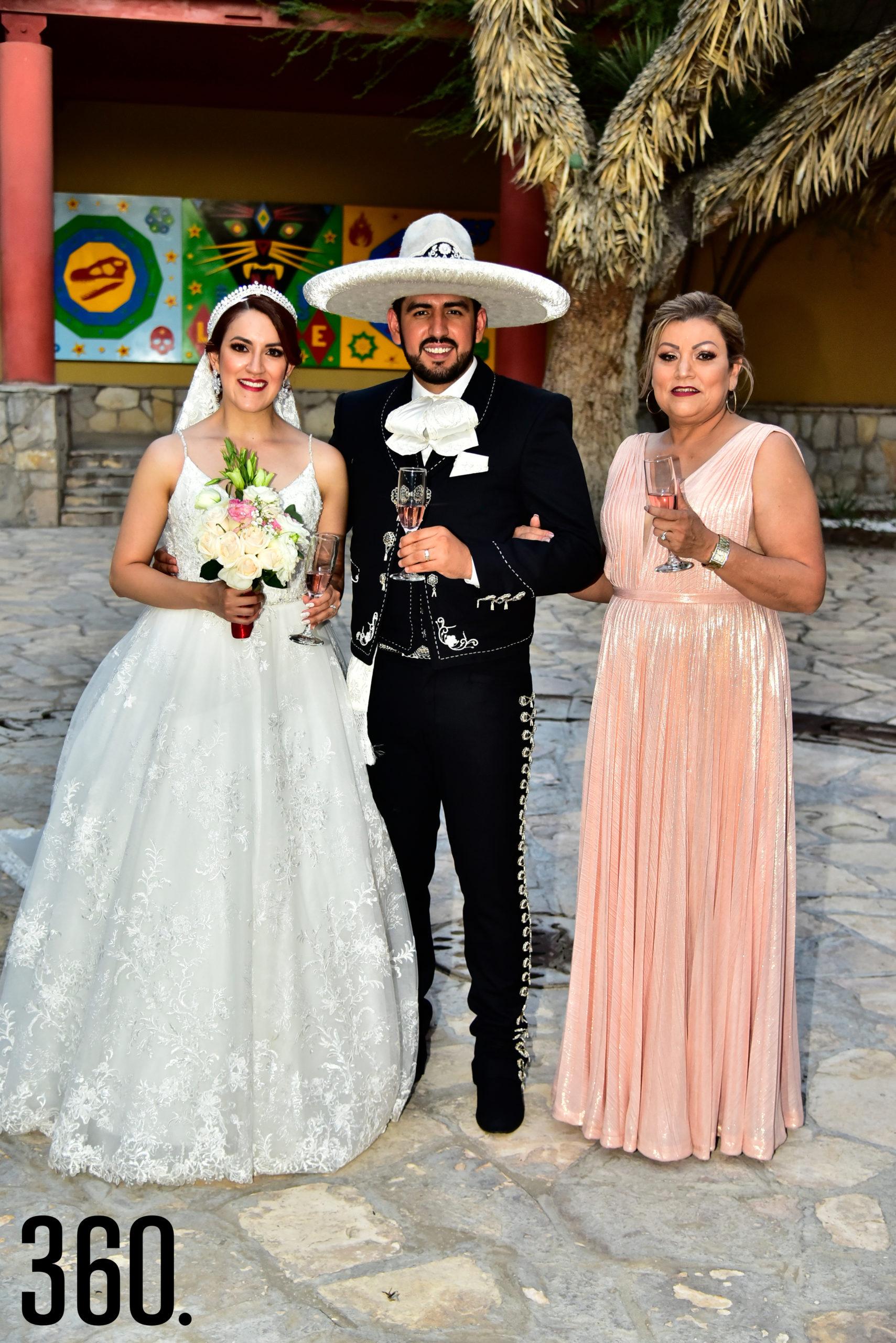 Valeria Flores, Rudiger Gabriel Ríos y Ana Isabel Navarro.