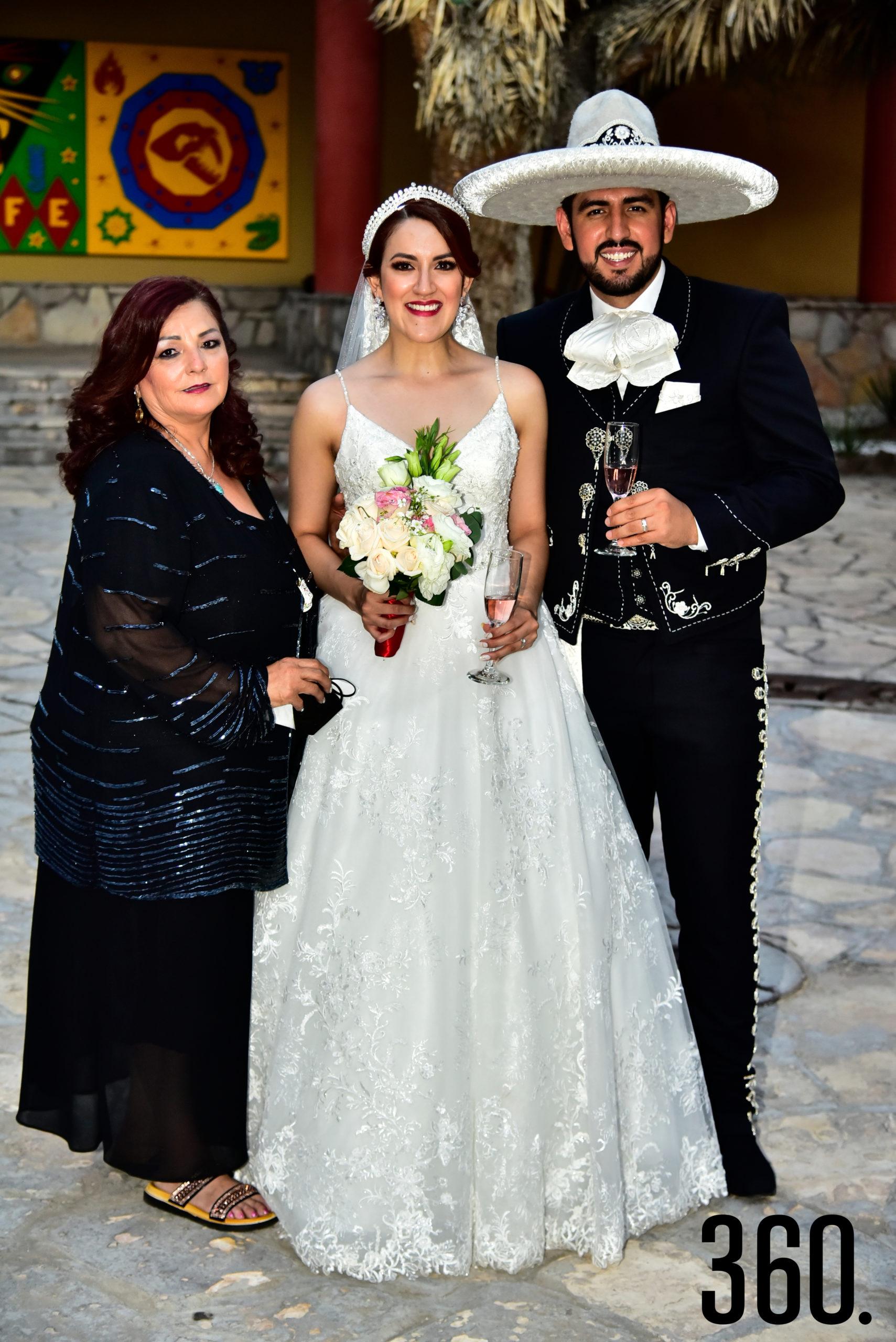 Clementina Flores, Valeria Flores y Rudiger Gabriel Ríos.