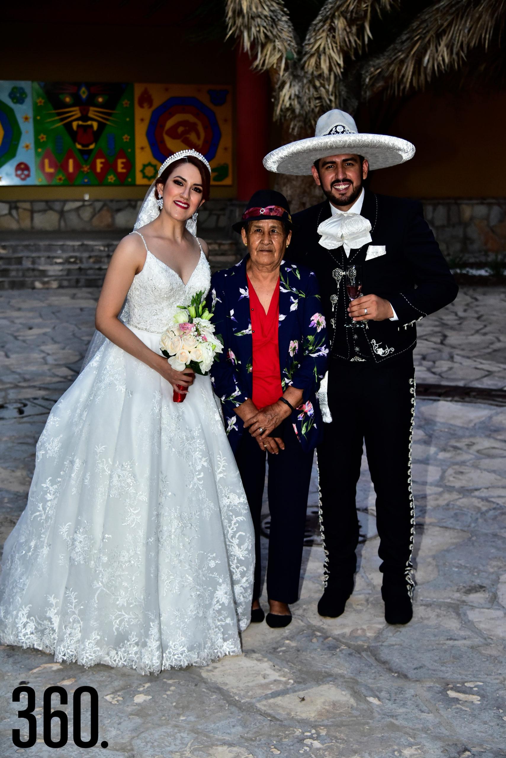 Valeria Flores, María Rodríguez y Rudiger Gabriel Ríos.