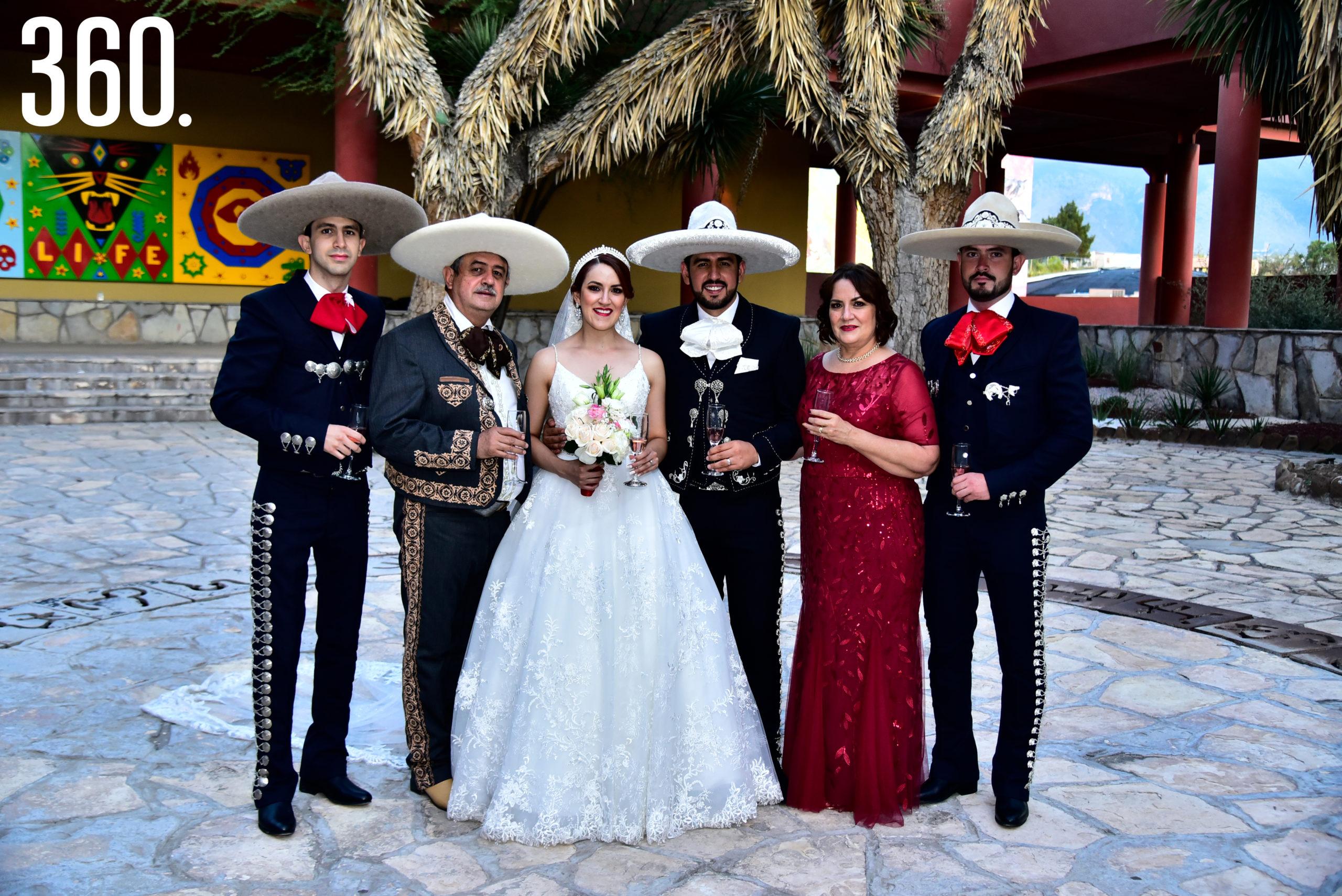 Martín de Jesús, Carlos Flores, Valeria Flores, Rudiger Gabriel Ríos, Luz Del Carmen Rodríguez y Carlos Francisco Flores.