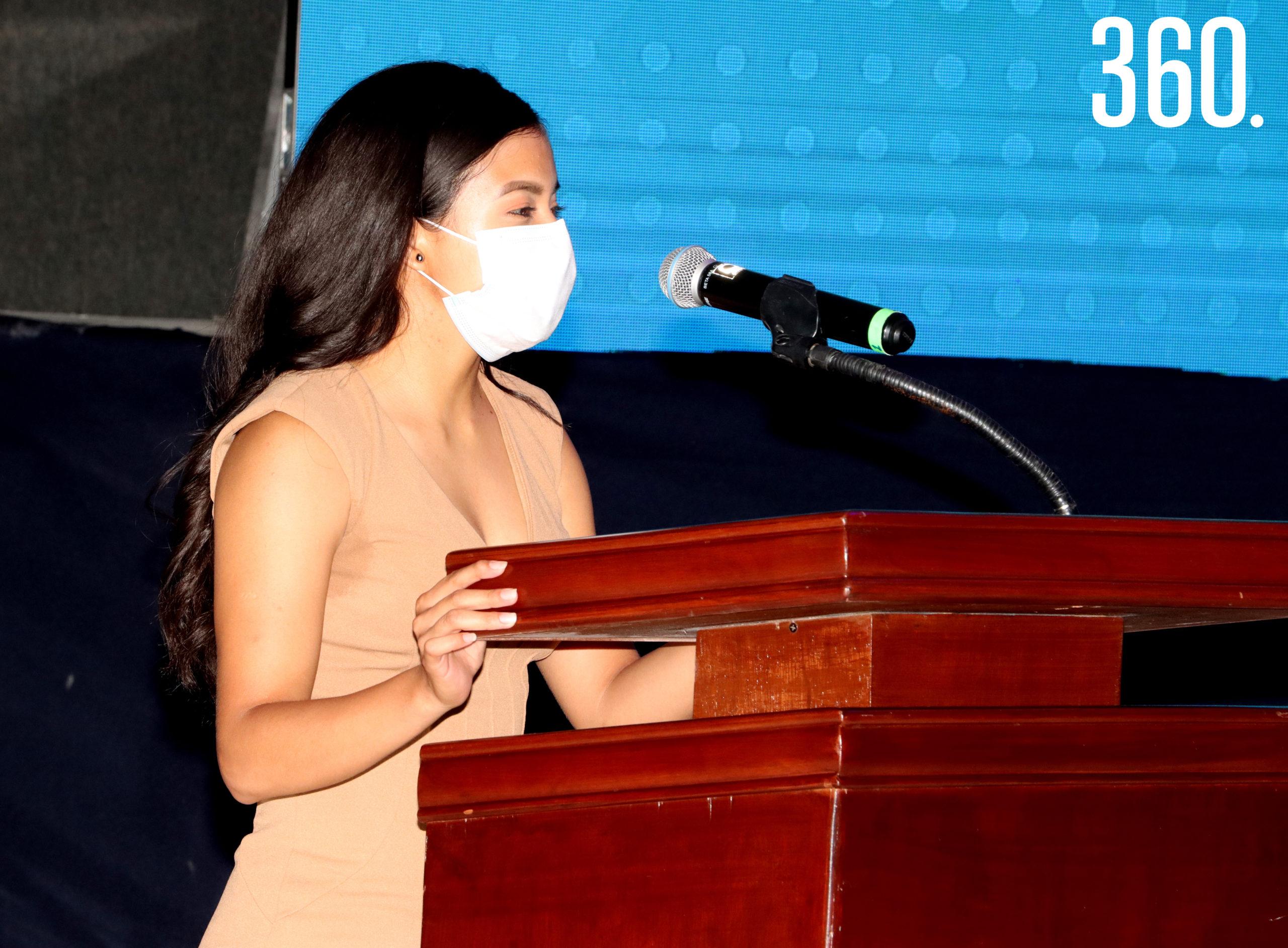 Carla Ruby Sandoval Domínguez jugadora titular del equipo representativo de Tocho Bandera Femenil Mayor dio el mensaje de agradecimiento a nombre de los becados del área Atlético y Deportivo.