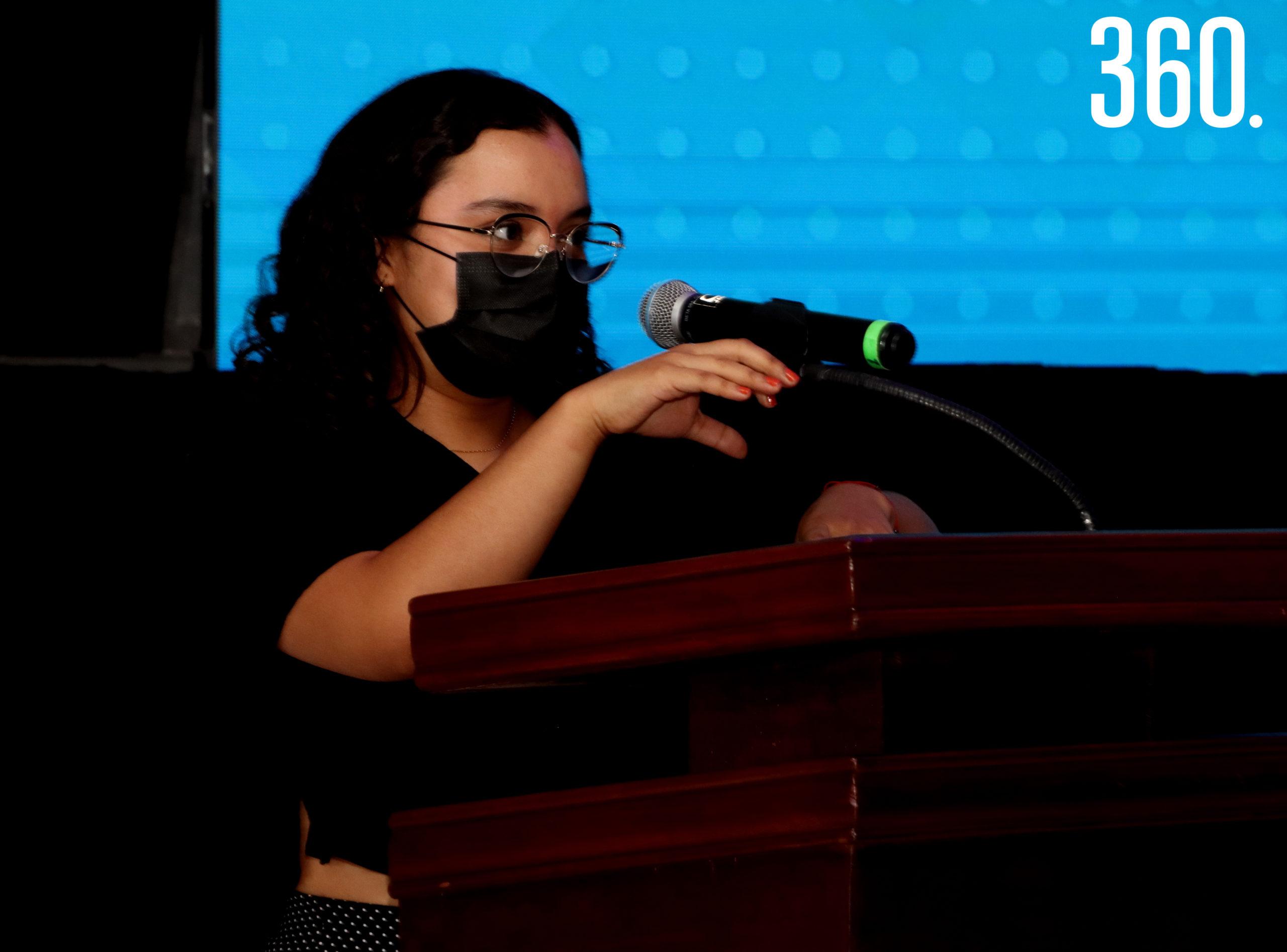 Yoatzín Elías Castañeda integrante de la compañía de teatro musical dio el mensaje por parte del área de Arte y Cultura.