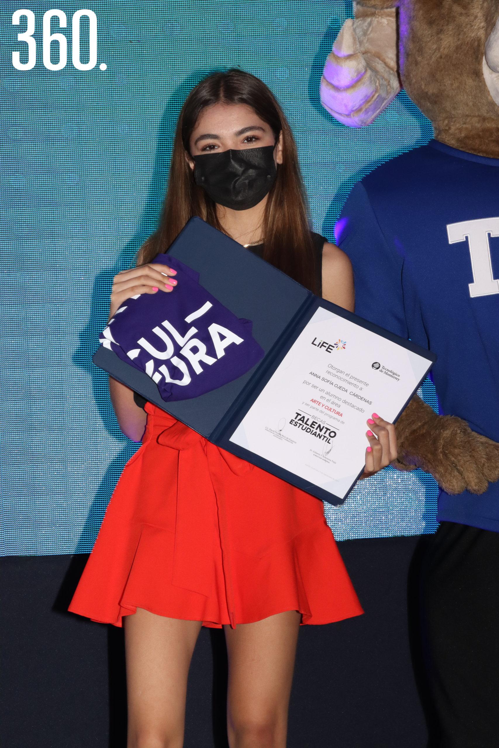 Anna Ojeda integrante de Danza de la Generación 2021.