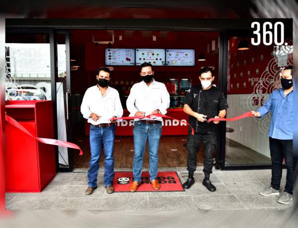 Corte de listón por Rodrigo Ruvalcaba, Chuy César y el chef Mario Valdez.