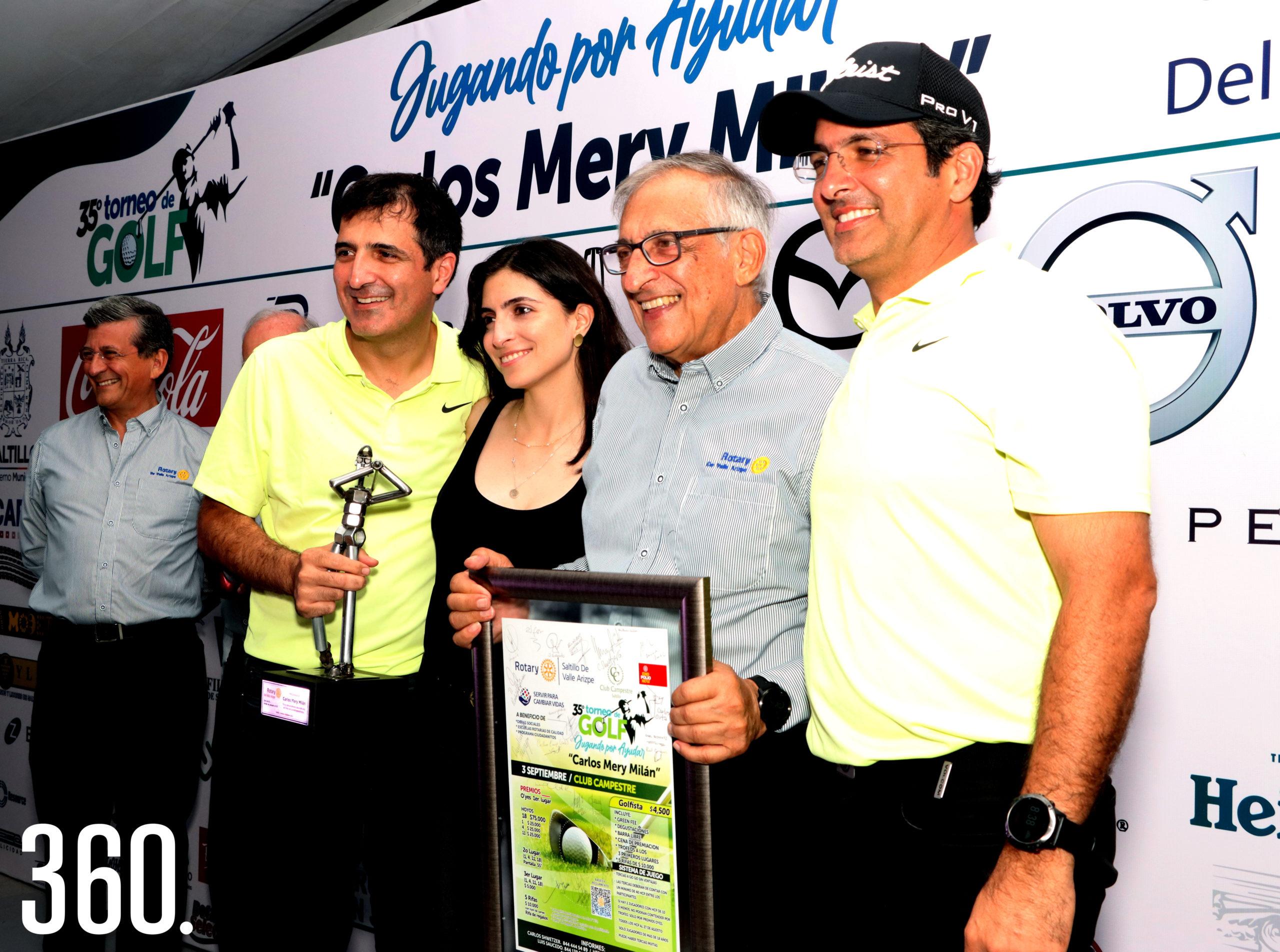 Carlos Mery con sus hijos Carlos, Carmina y Ramón Mery.