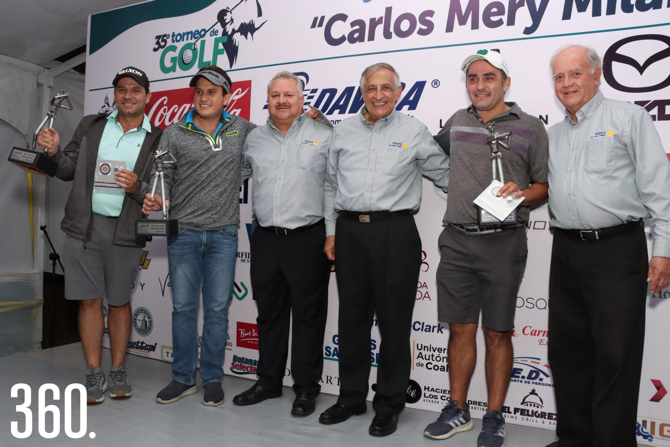 Gabriel, Jesús y Jorge de las Fuentes recibieron los trofeos de tercer lugar de manos de las autoridades rotarias y del homenajeado.