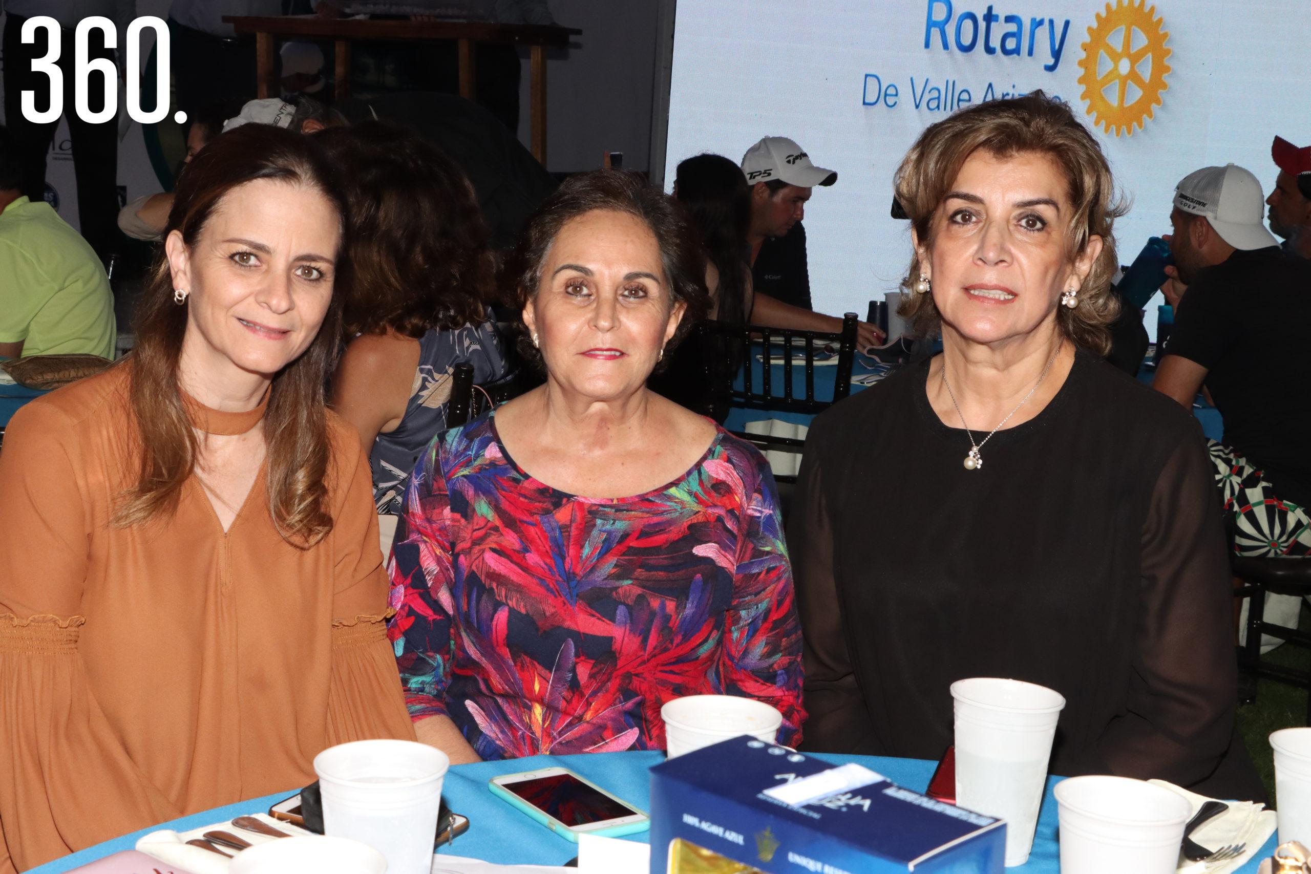 Magda Recio, Carmen González y Becky de Morales.