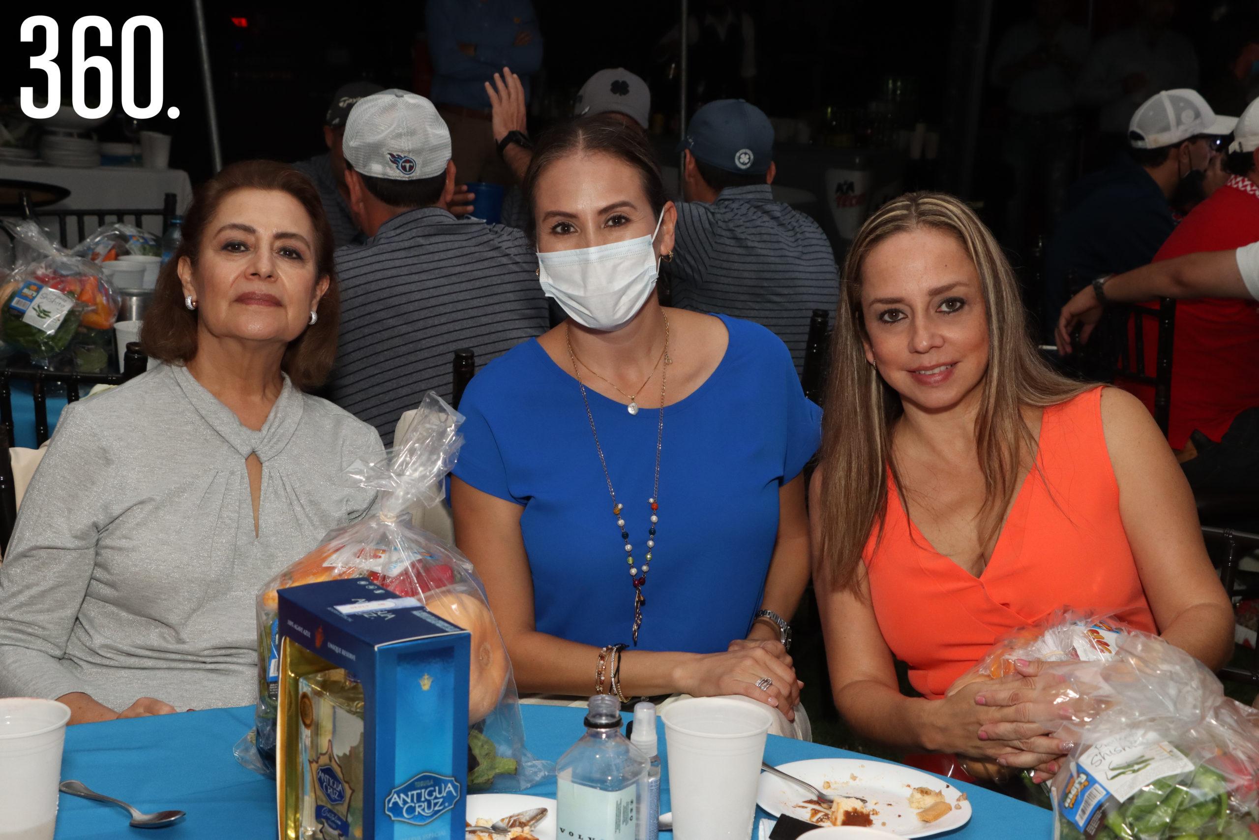Guadalupe Blanco, Tamara Martínez y Aymee Hinojosa.