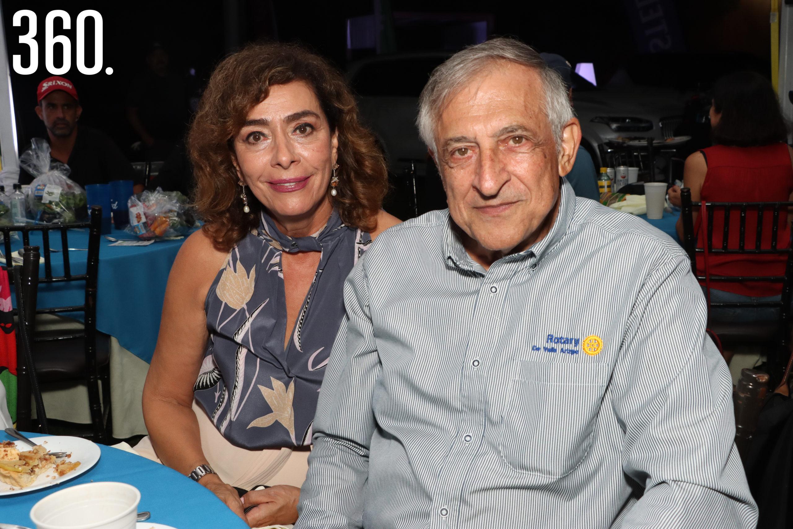 Nora y Carlos Mery.