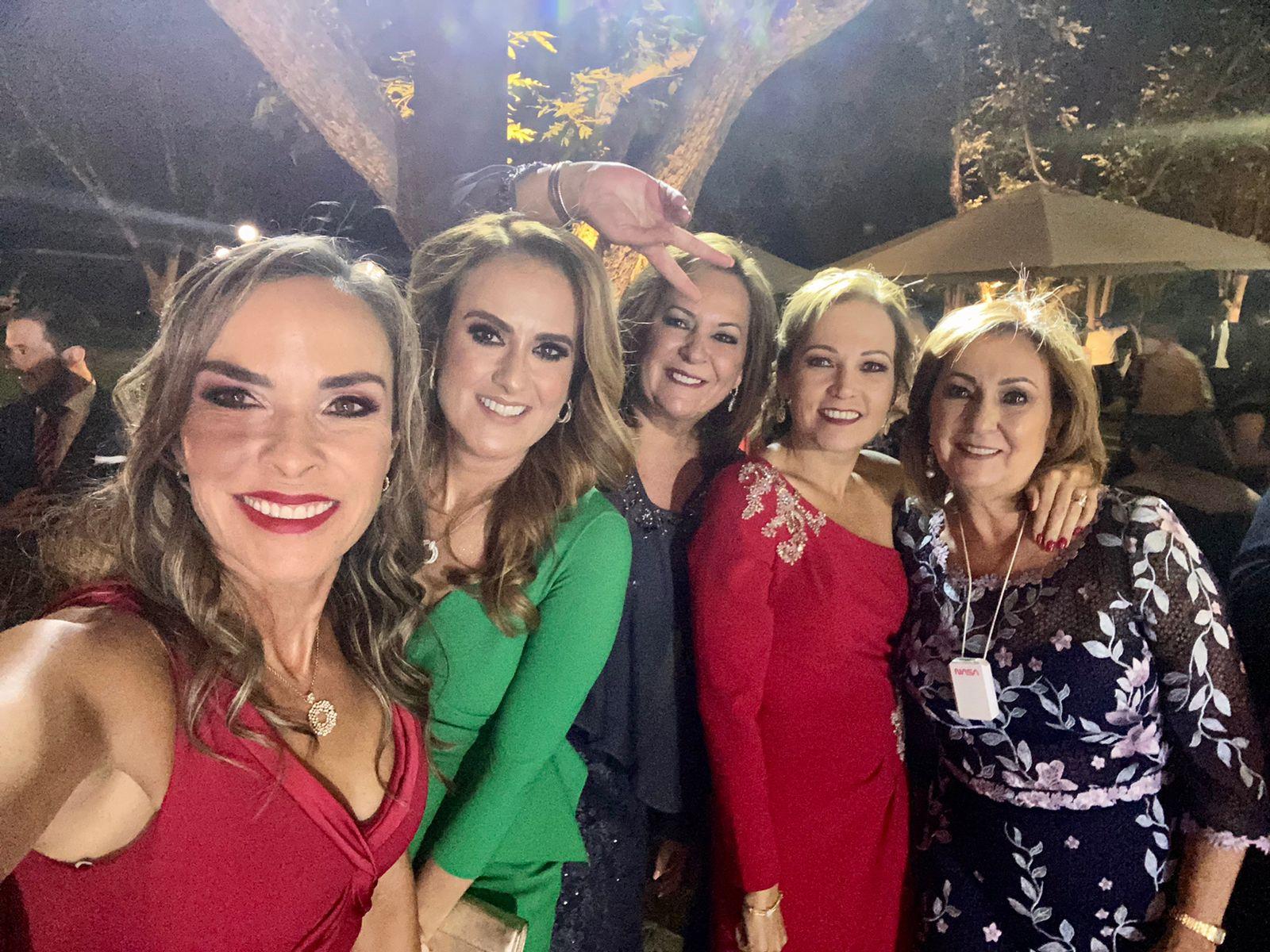 Melissa Moeller, Dolores Cárdenas, Cecilia López, Gabriela Cárdenas y María Eugenia López.
