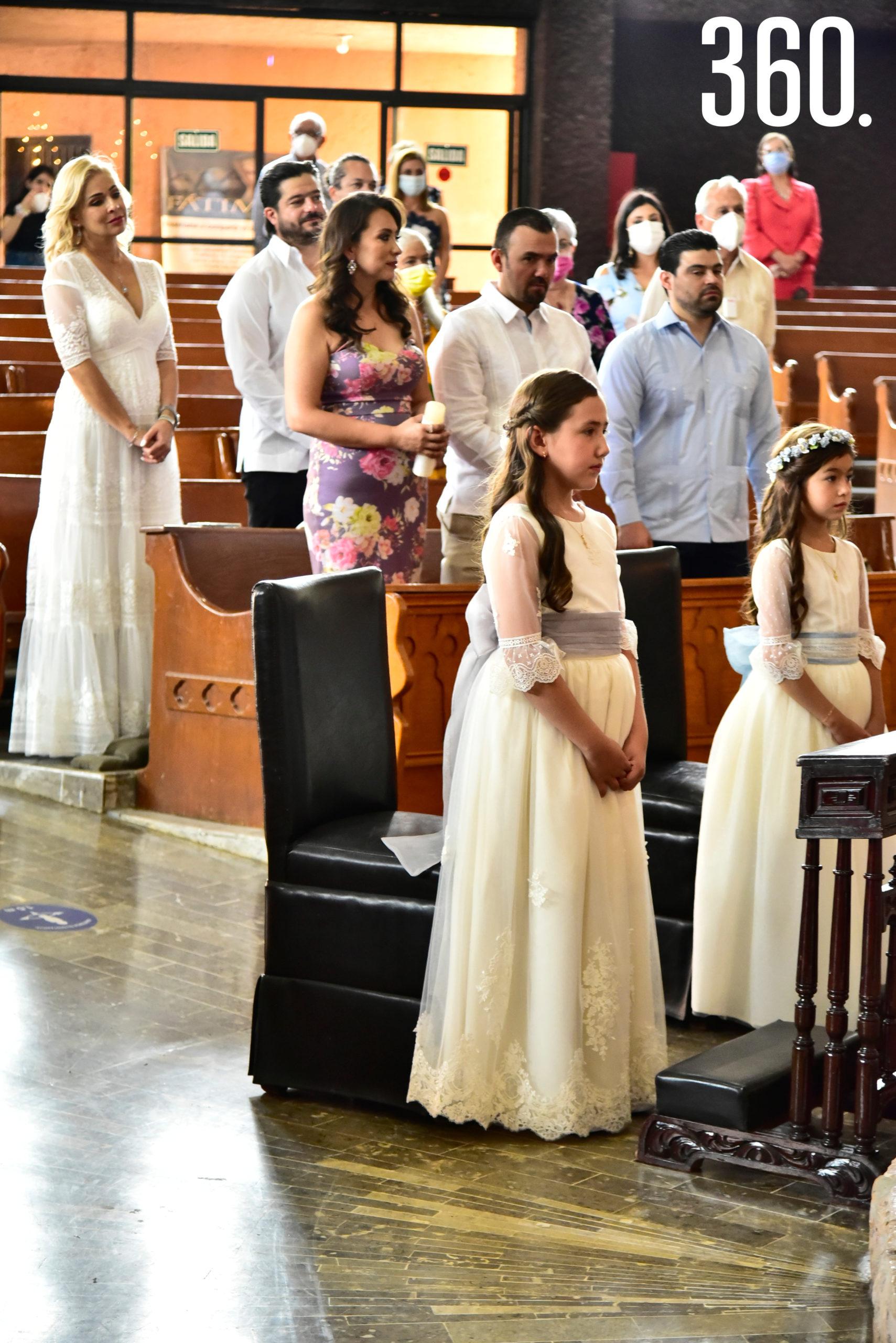 Momentos durante la misa.