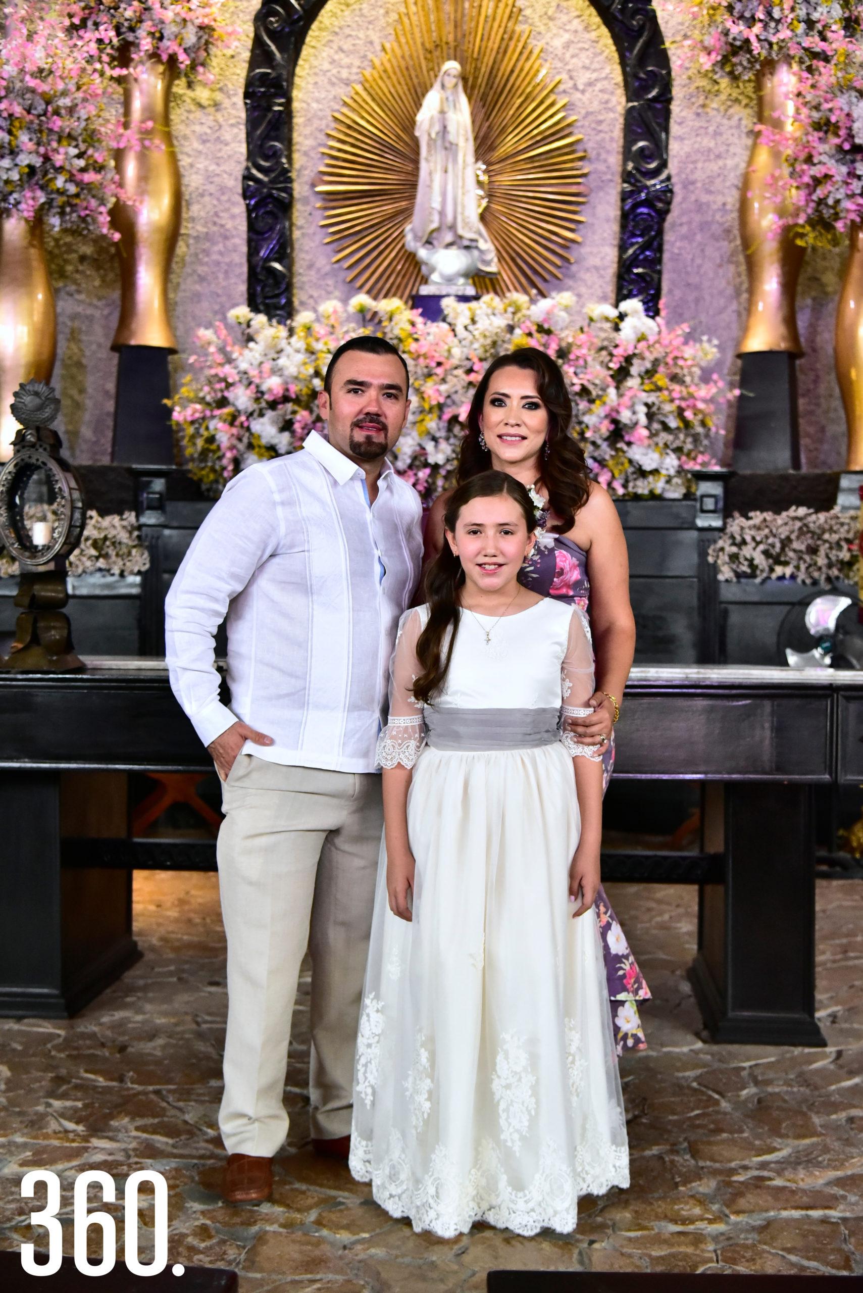 Raúl González, Ingrid Ramos y Jaqueline González Ramos.