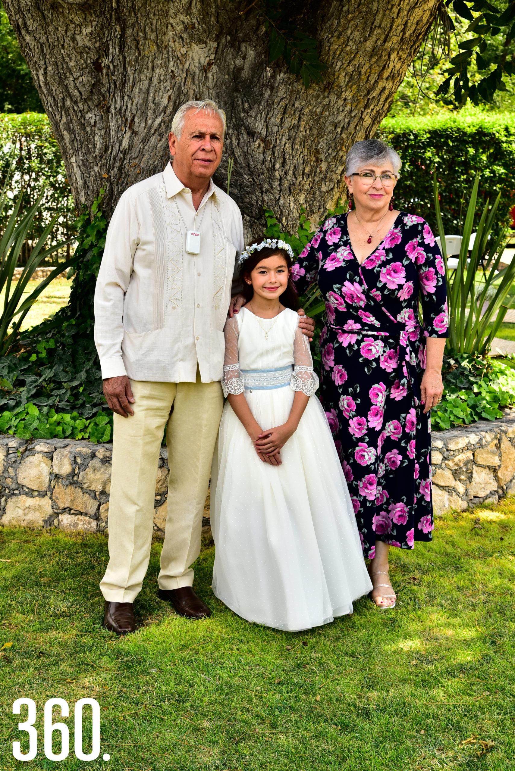 Luis Arturo Flores, Lizy Martínez y Blanca Blakaller.