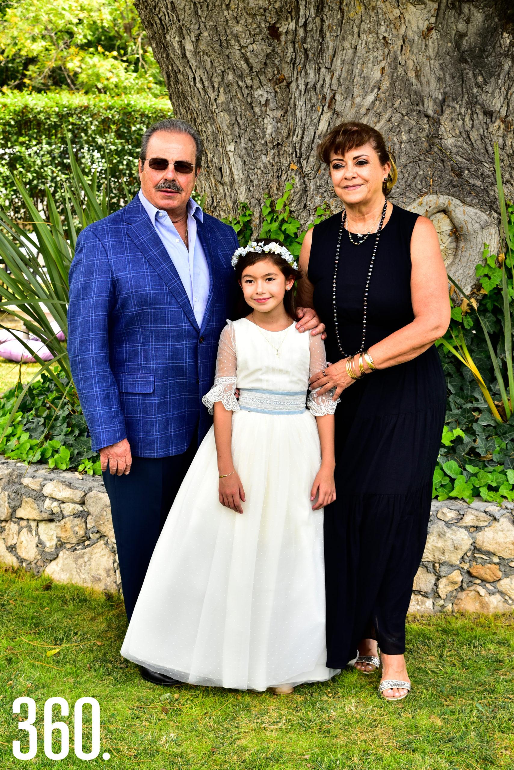 Enrique Martínez, Lizy Martínez Flores y María Guadalupe Morales.