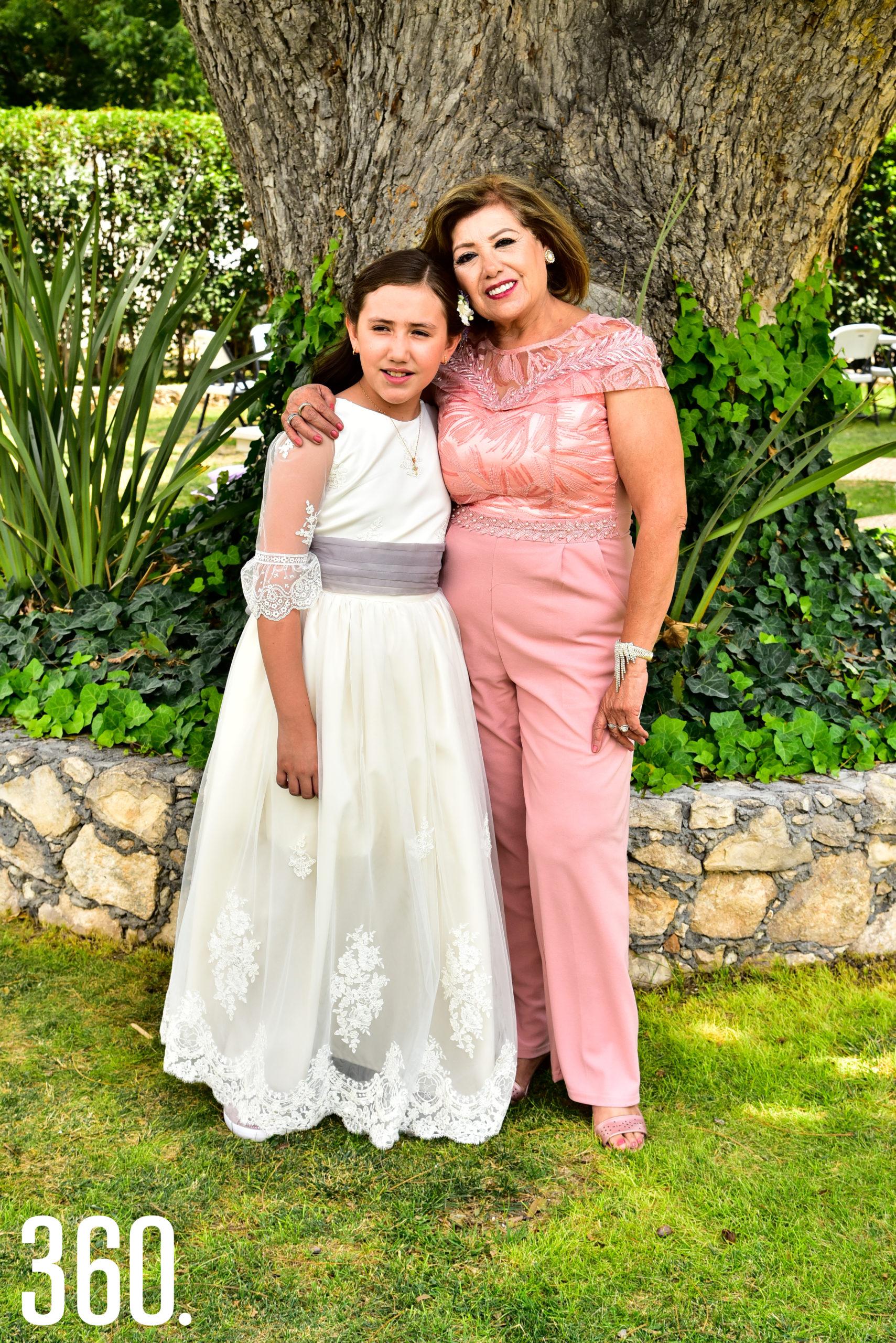 Jaqueline González Ramos y su abuelita Alma Cárdenas.