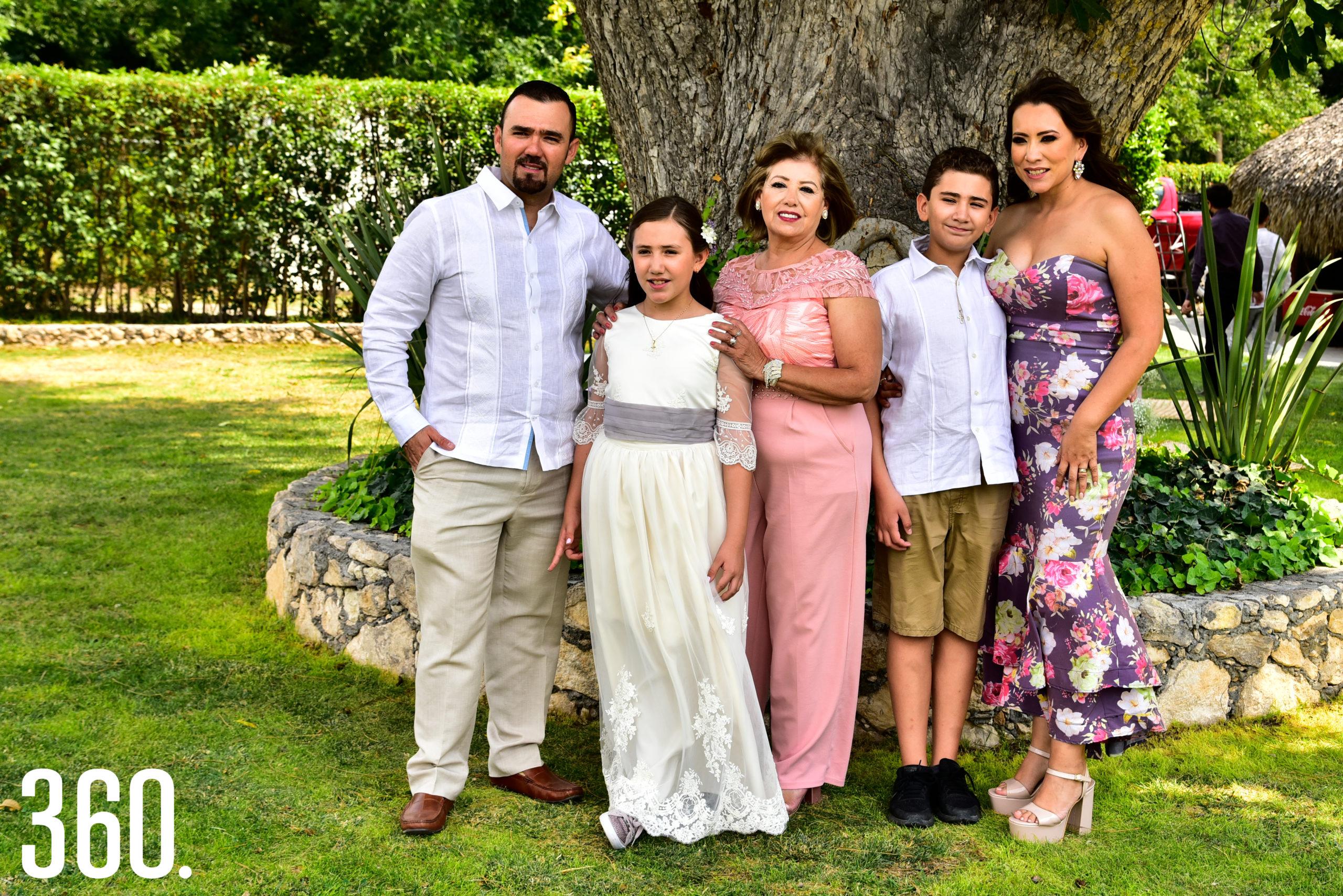Raúl González, Jaqueline González, Alma Cárdenas, José Raúl González e Ingrid Ramos.