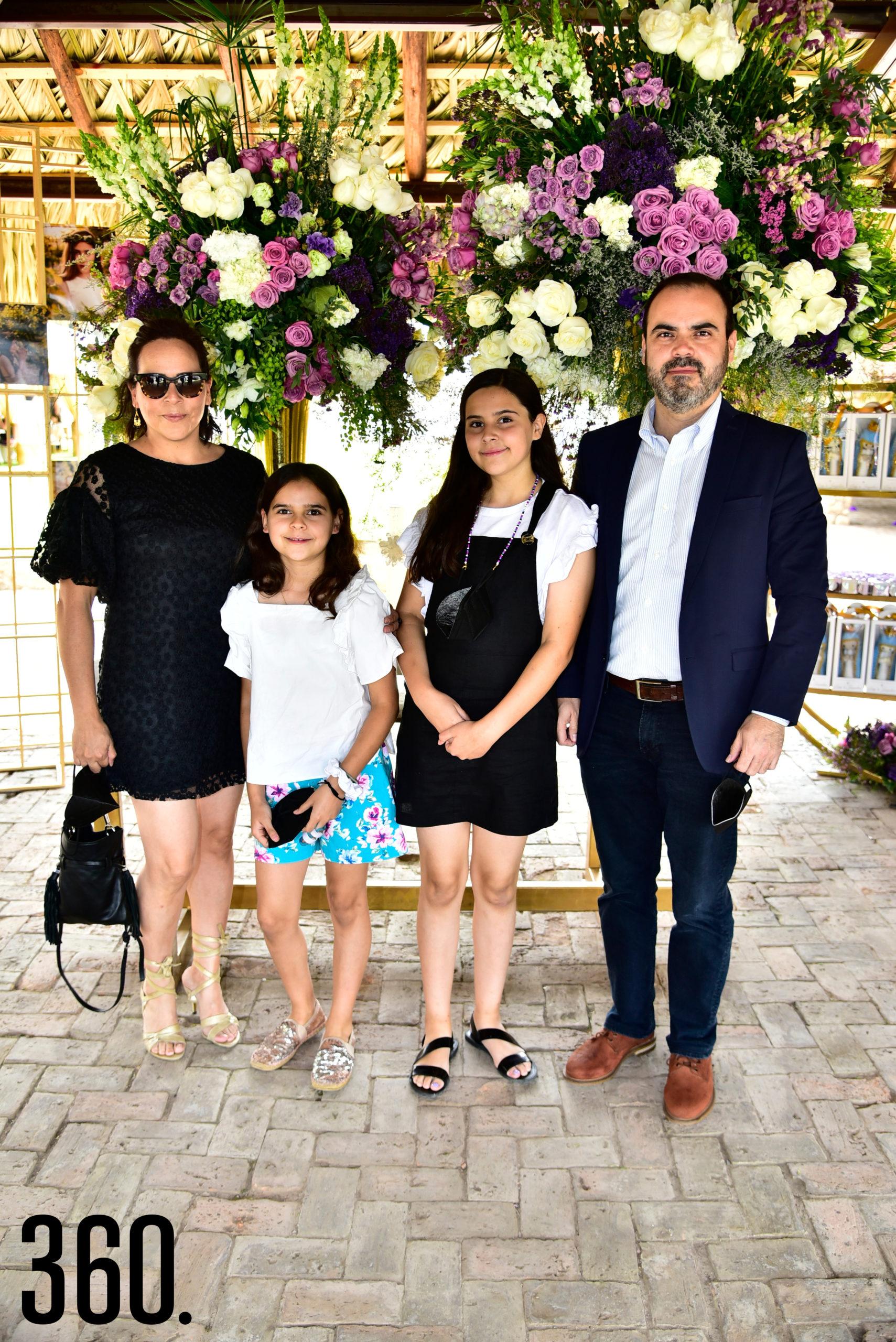 Lía Galán, María Sánchez, Lía Sánchez y Ricardo Sánchez.