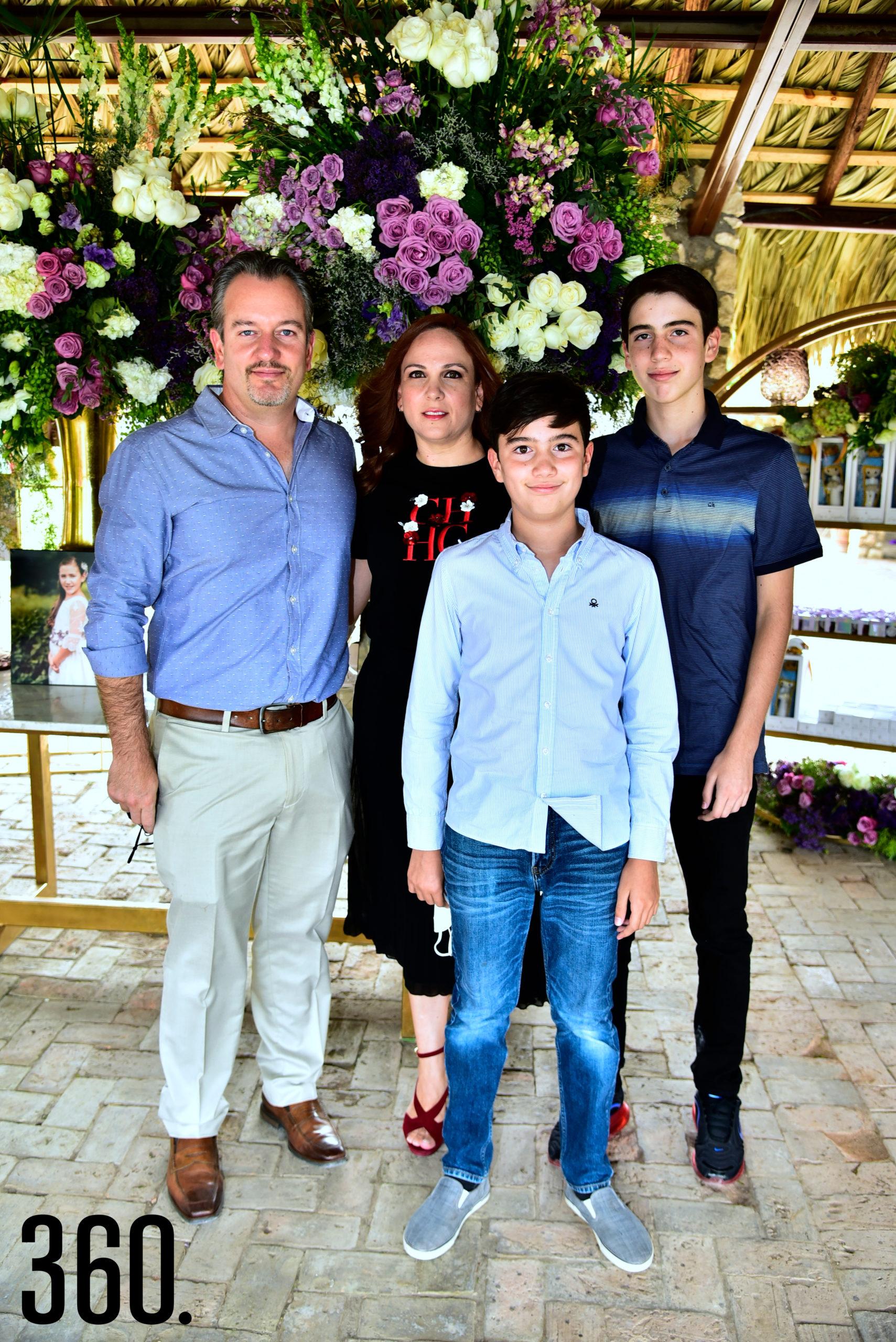 Edmundo Gómez, Eva Martínez, Edmundo Gómez Martínez y Andrés Gómez.
