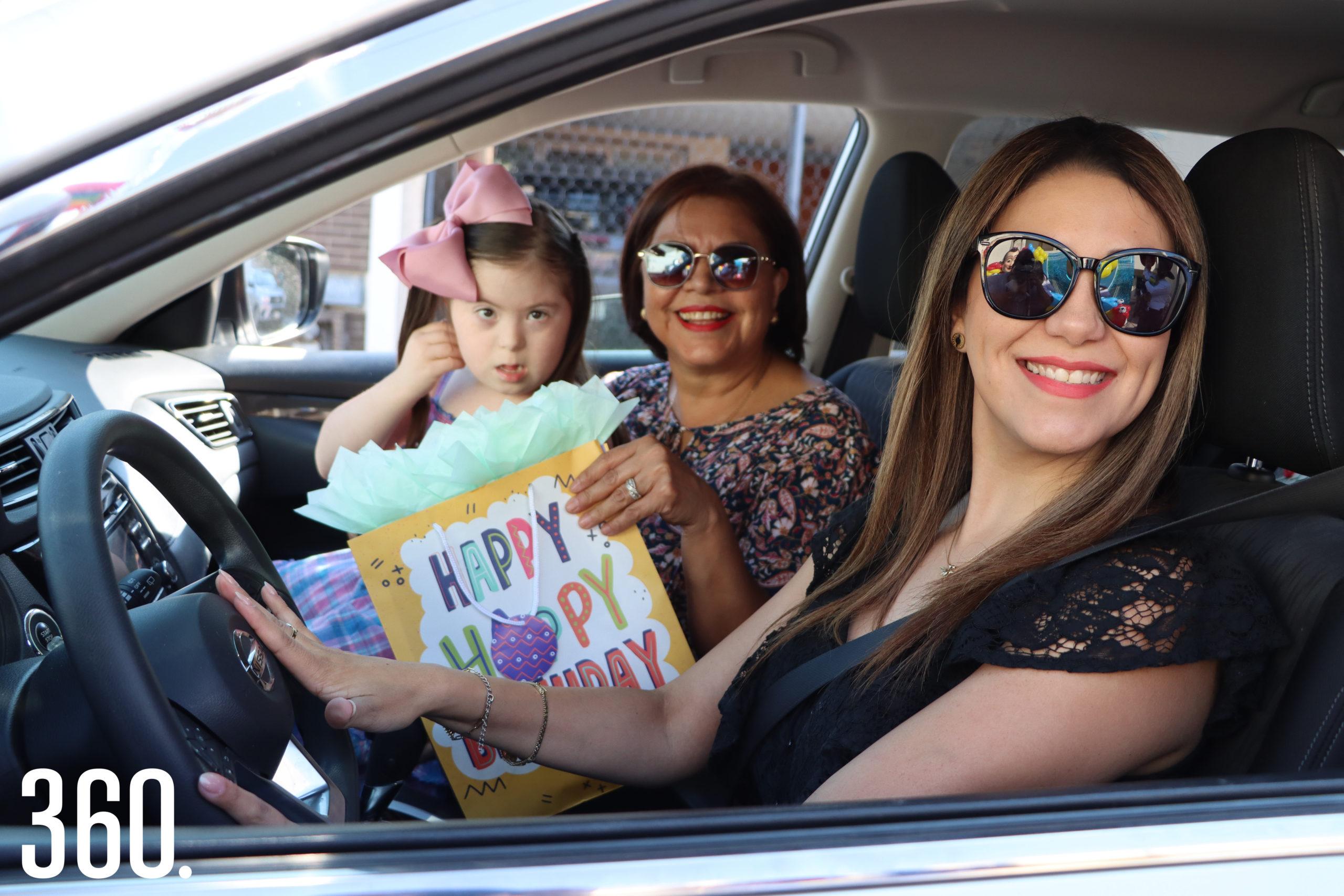 Dora Escareño, Gaby Coss y Claudia Flores.