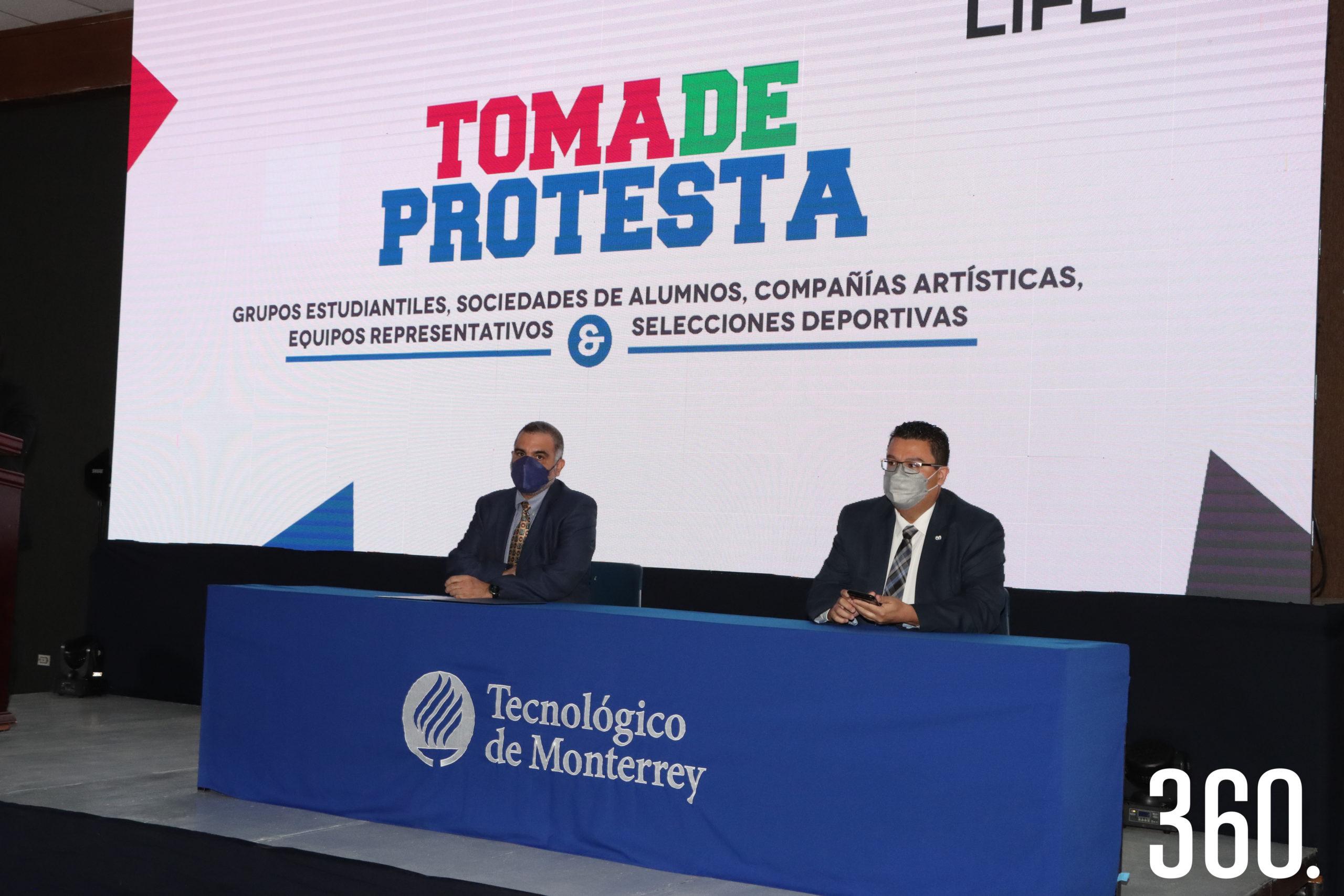 Gilberto Armienta, director general del campus Saltillo; y David Perales Ruiz de Esparza, director de Liderazgo y Formación Estudiantil presidieron la Toma de Protesta a las las asociaciones estudiantiles, compañías y equipos representativos.