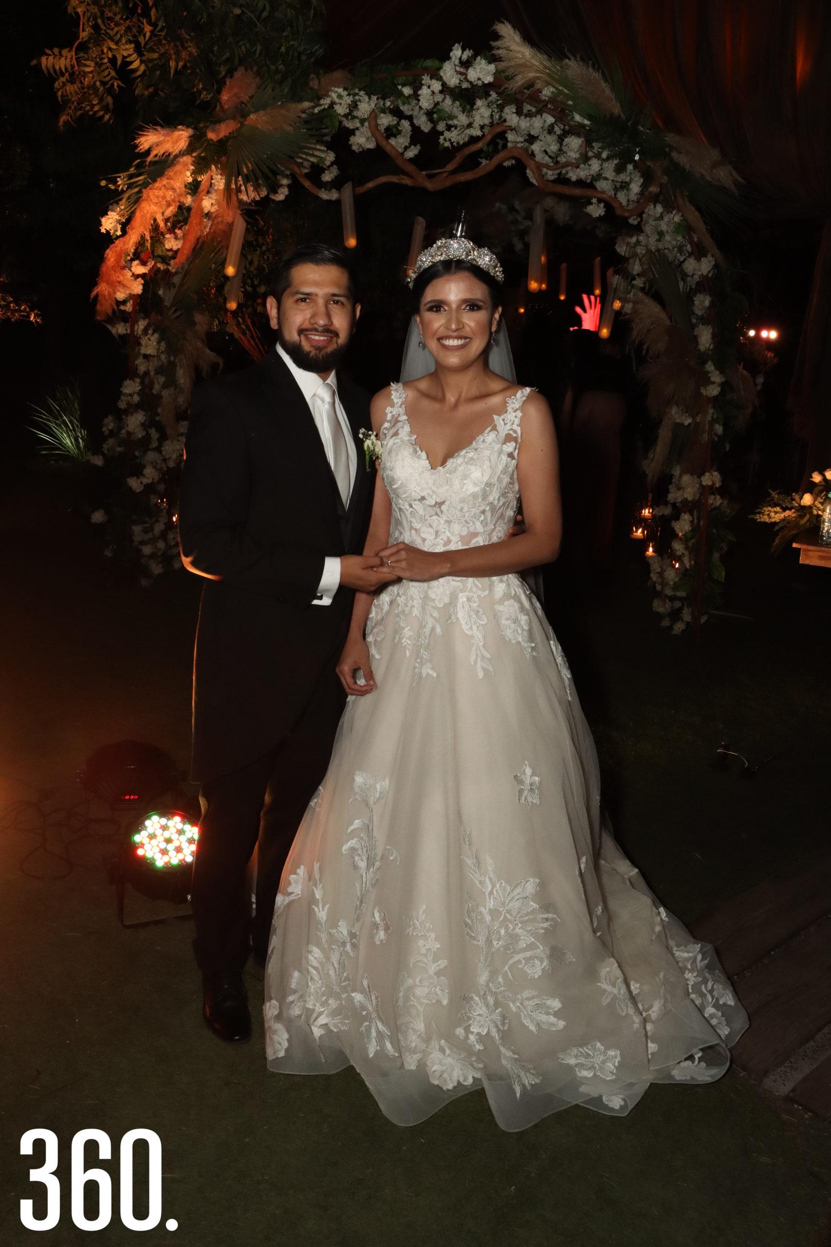 Los novios acompañados por los padres de la novia, Juan Carlos Mendoza Pérez y Justina Orozco Ávila