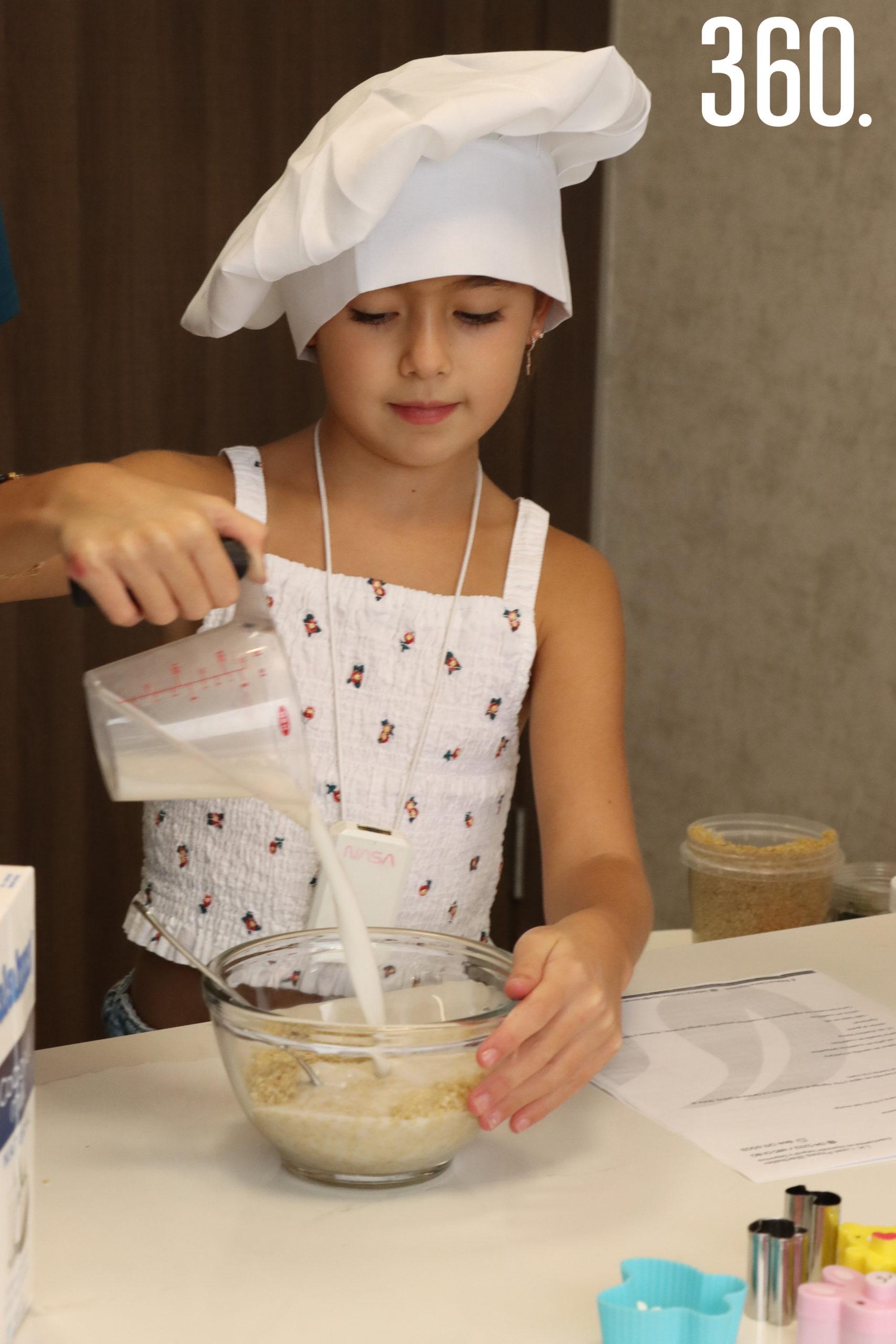 """Lizzy Martínez Flores colaboró en la preparación de las recetas del curso """"Lonchera Saludable"""", impartido en la clínica Balance Nutrición & Spa."""