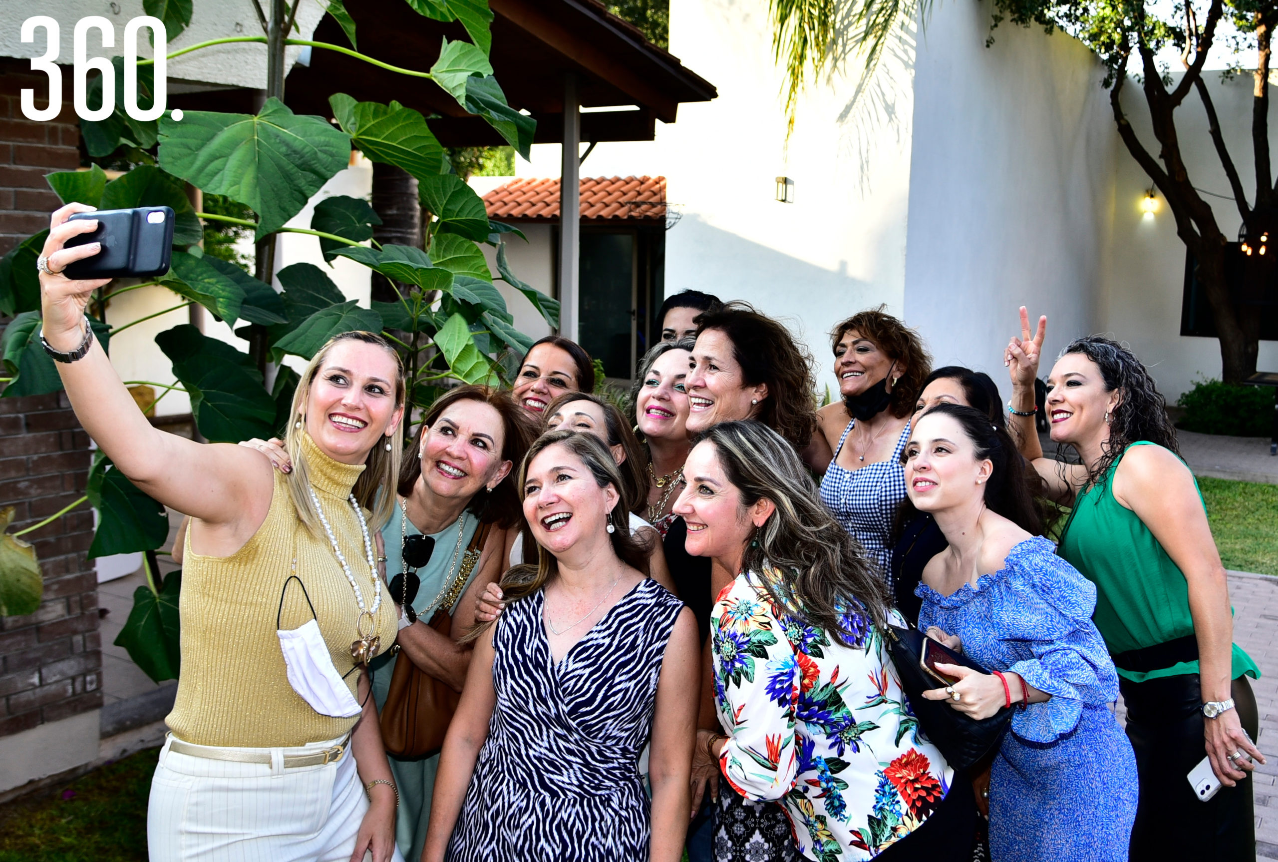 Patricia Rodríguez con sus amigas.