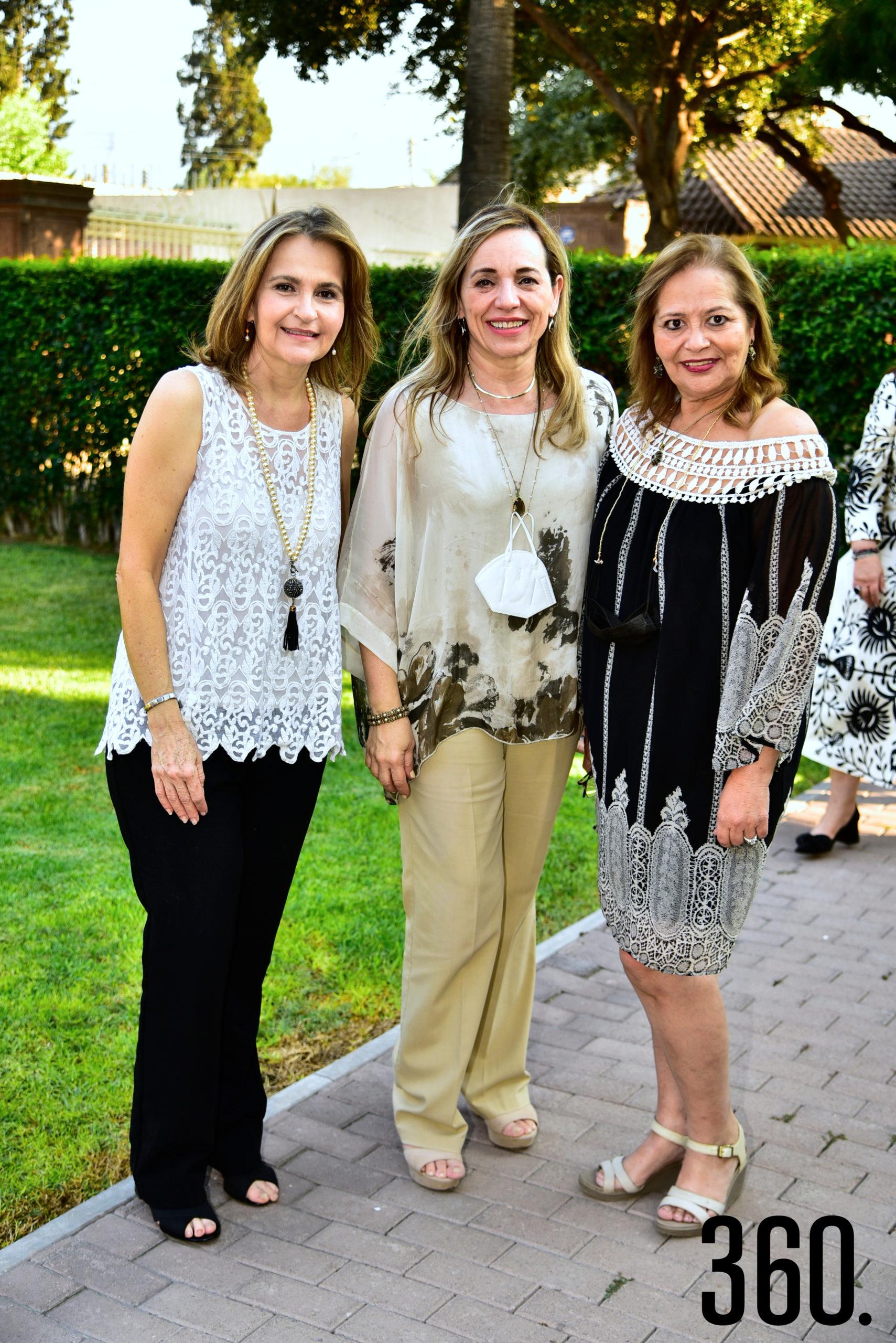 Claudia Aguirre, Nora García y Lili Melo de De Las Fuentes.