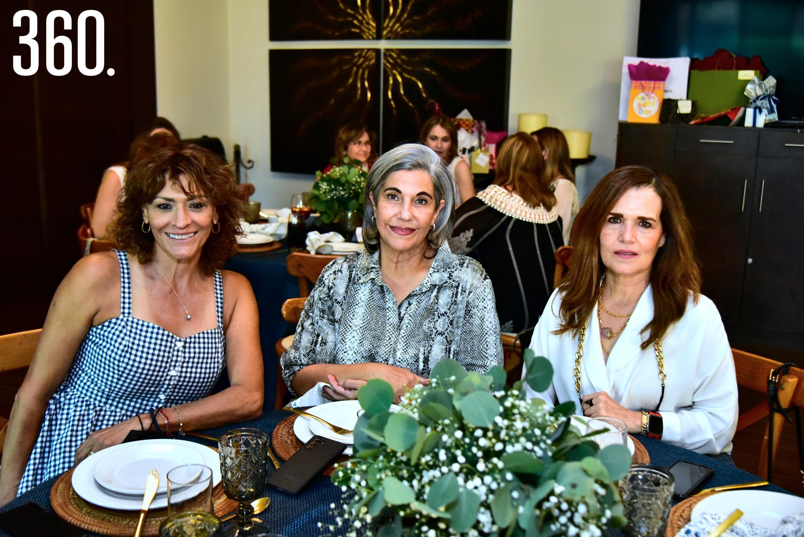Olivia Flores de Prado, Coco Aguirre y Rosy Márquez.