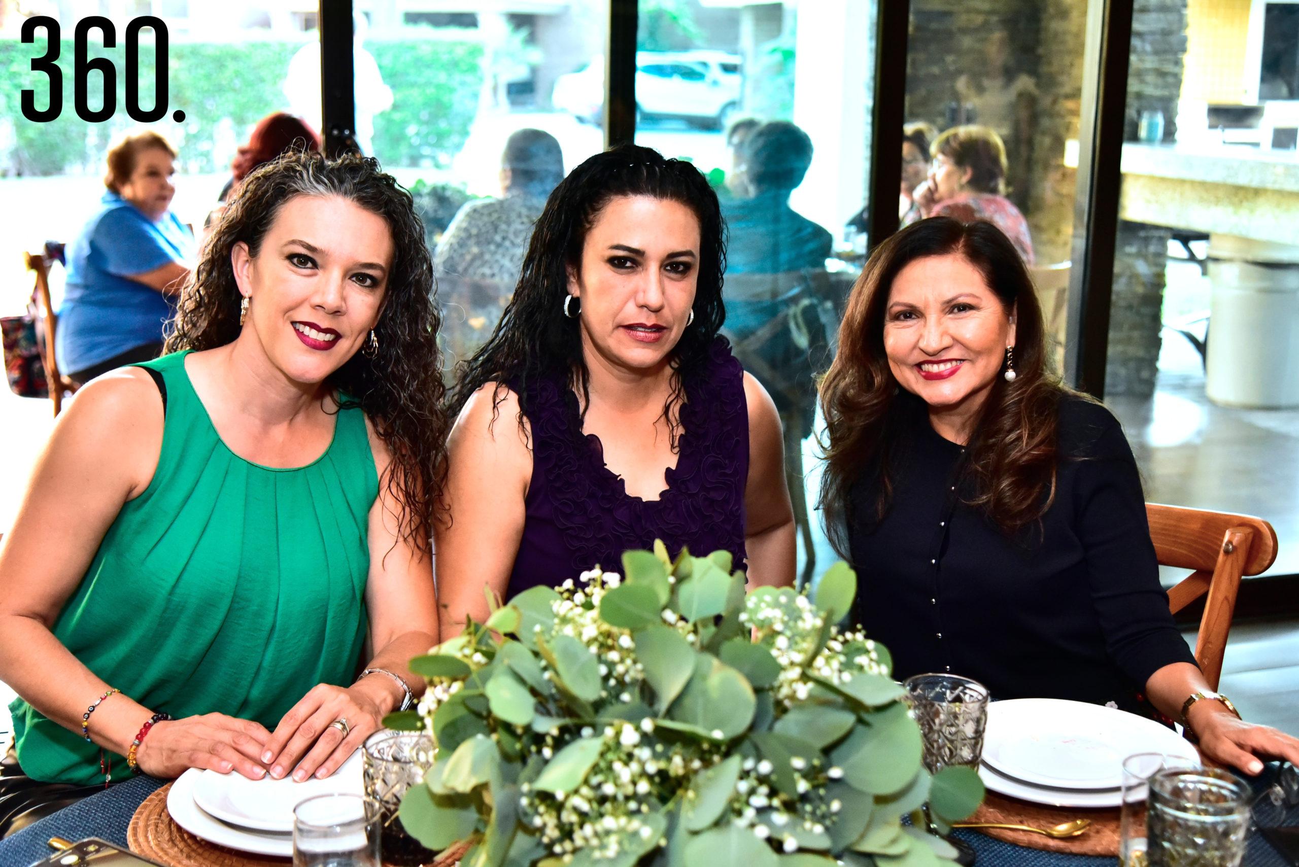 Sara Martínez de Coss, Carolina Martínez y Leticia Ruiz.