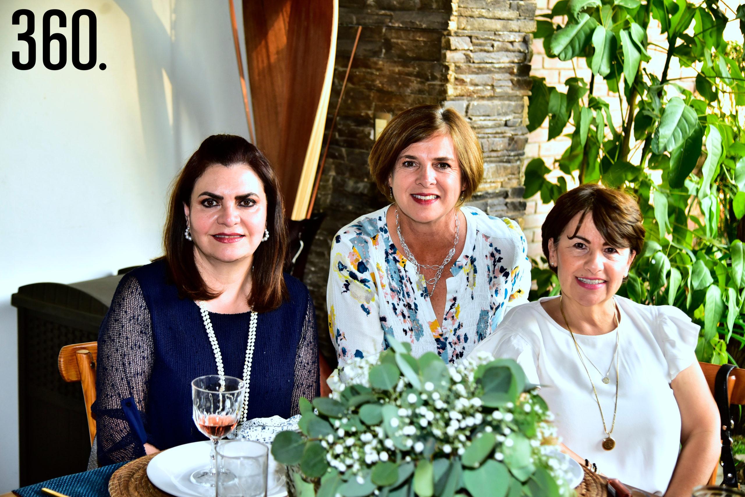 Mari de Aguirre, Liliana Rivera y Jaqueline Madrazo.