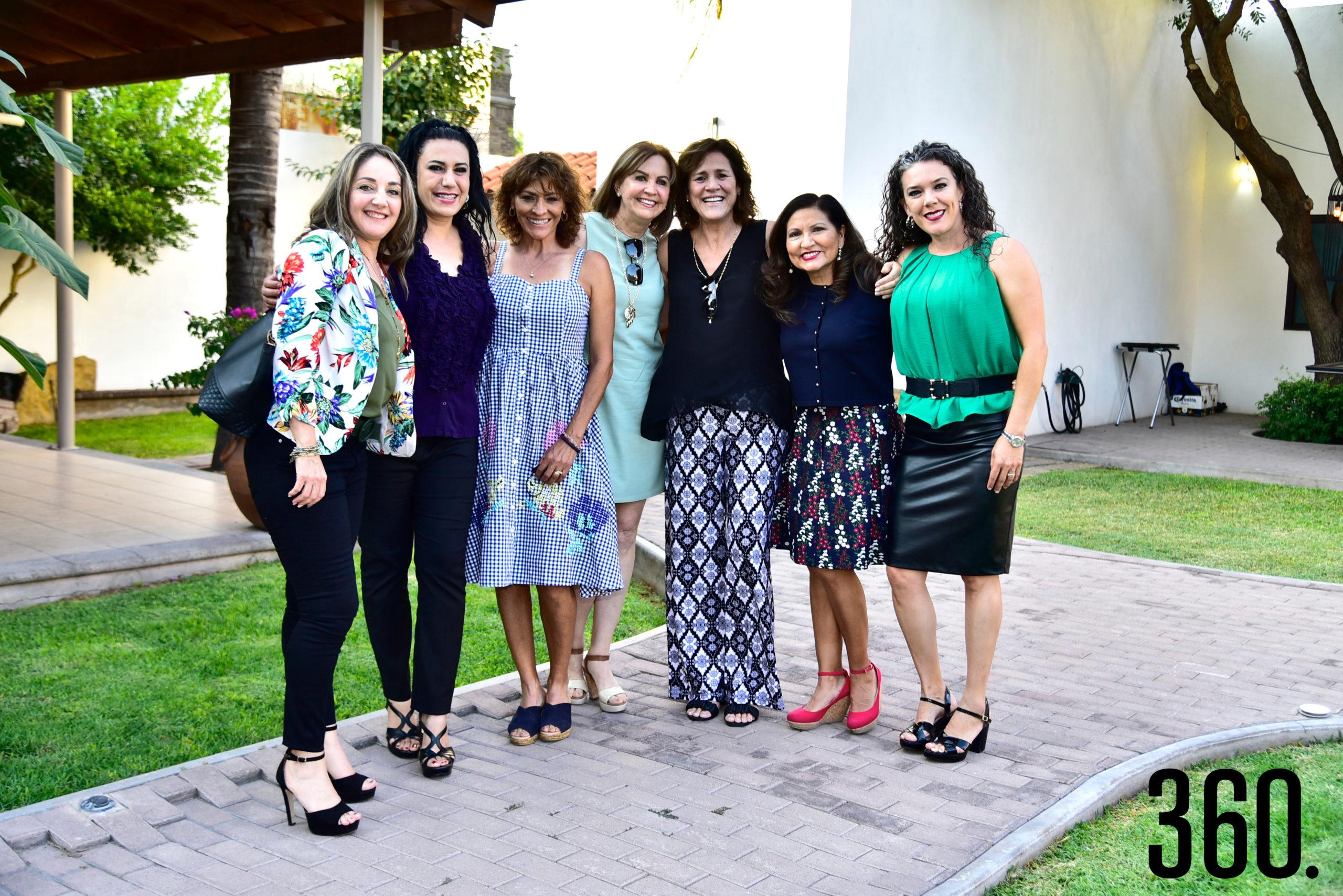 Ángeles Mendoza, Carolina Martínez, Olivia Flores de Prado, Diana Hinojosa, Patricia Rodríguez, Leticia Ruiz y Sara Martínez de Coss.