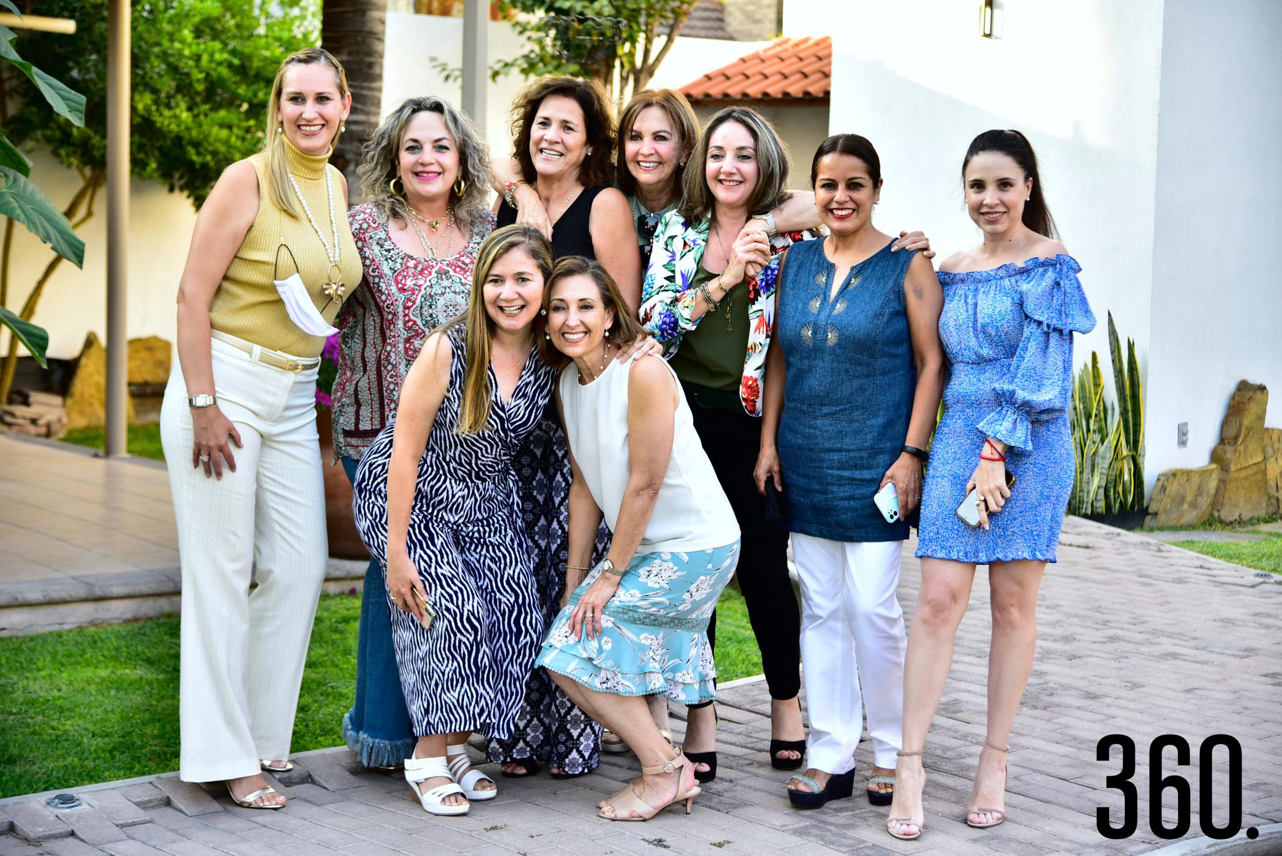 Cuquis Cooney, Mayra Yutani, Patricia Rodríguez, Diana Hinojosa, Ángeles Mendoza, Claudia Cuevas, Valeria Boehringer, Anita González y Eloina Lozano.