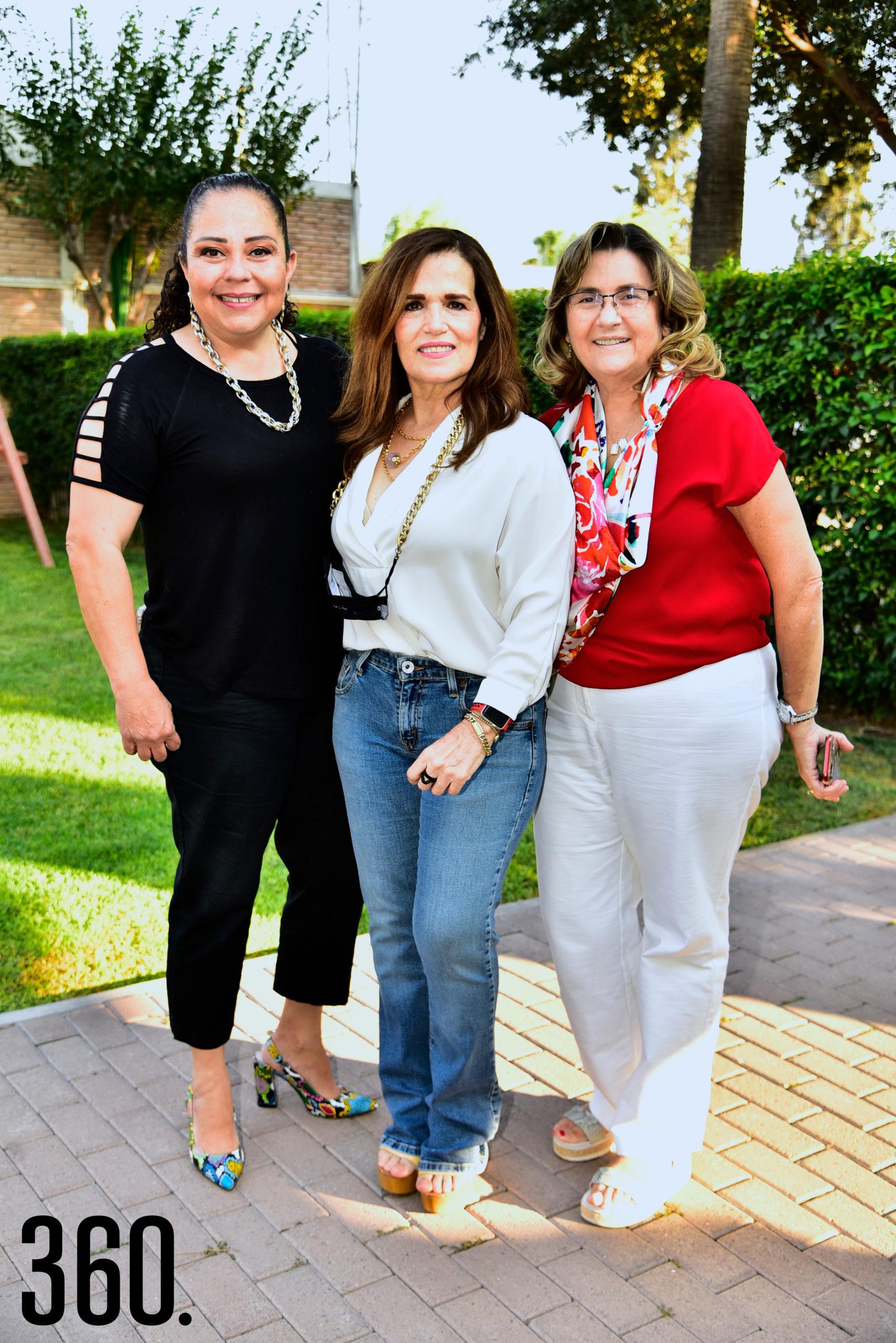 Marcela Gallegos, Rosy Márquez y María Elena Garza.