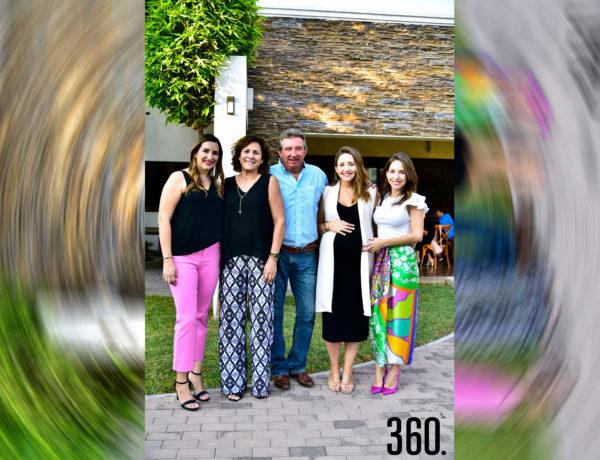 Patricia Rodríguez con su esposo Polo Elizondo y sus hijas Lorena, Patty y Vero Elizondo.